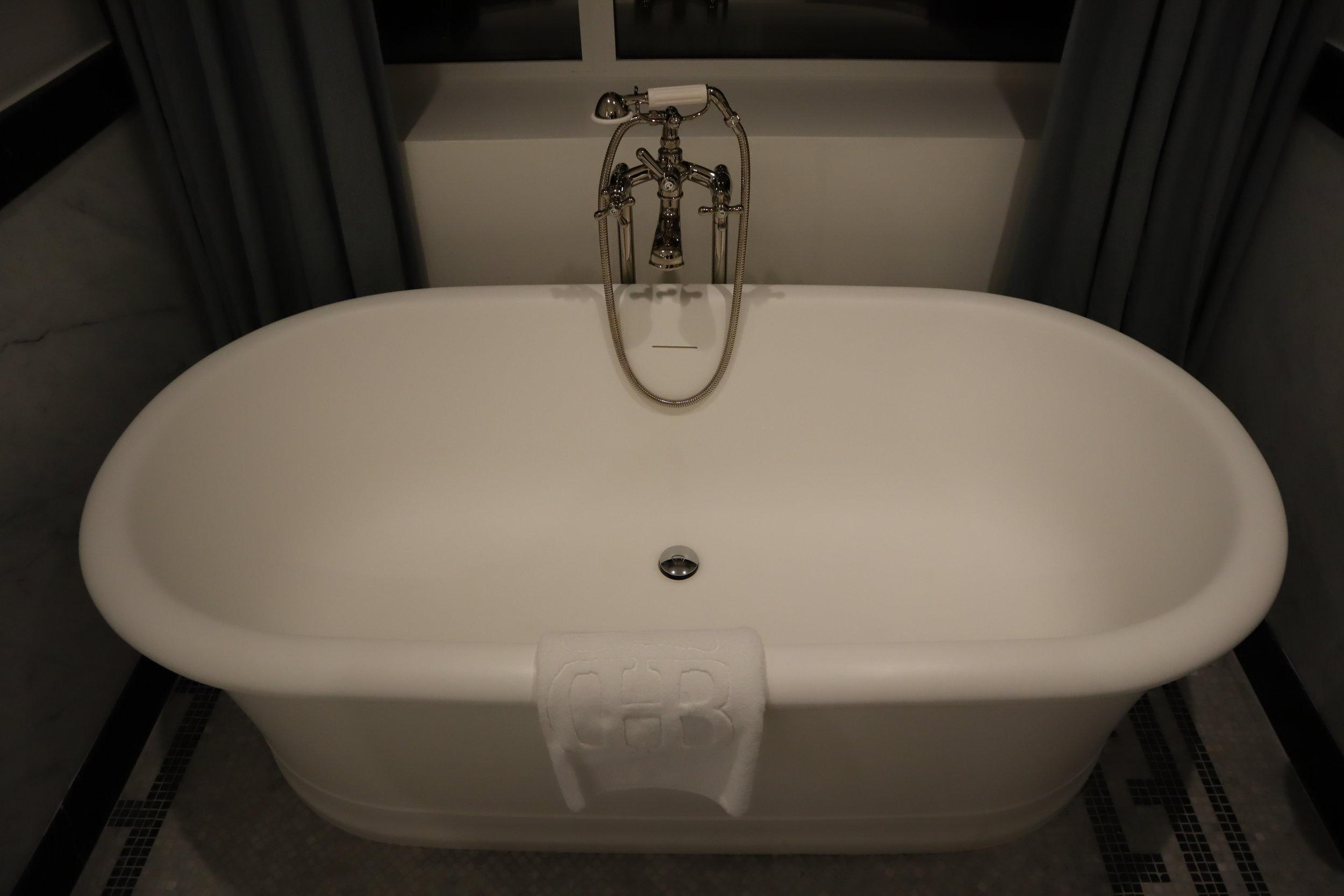 Hôtel de Berri Paris – Berri Suite bathtub