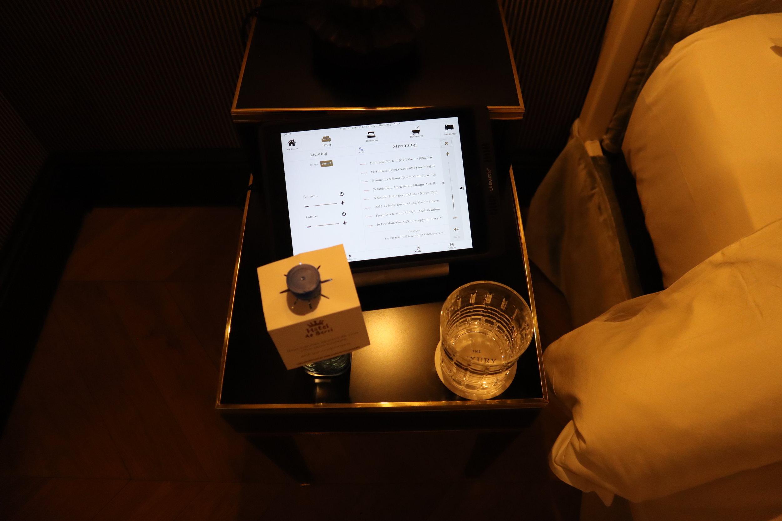 Hôtel de Berri Paris – Tablet controls