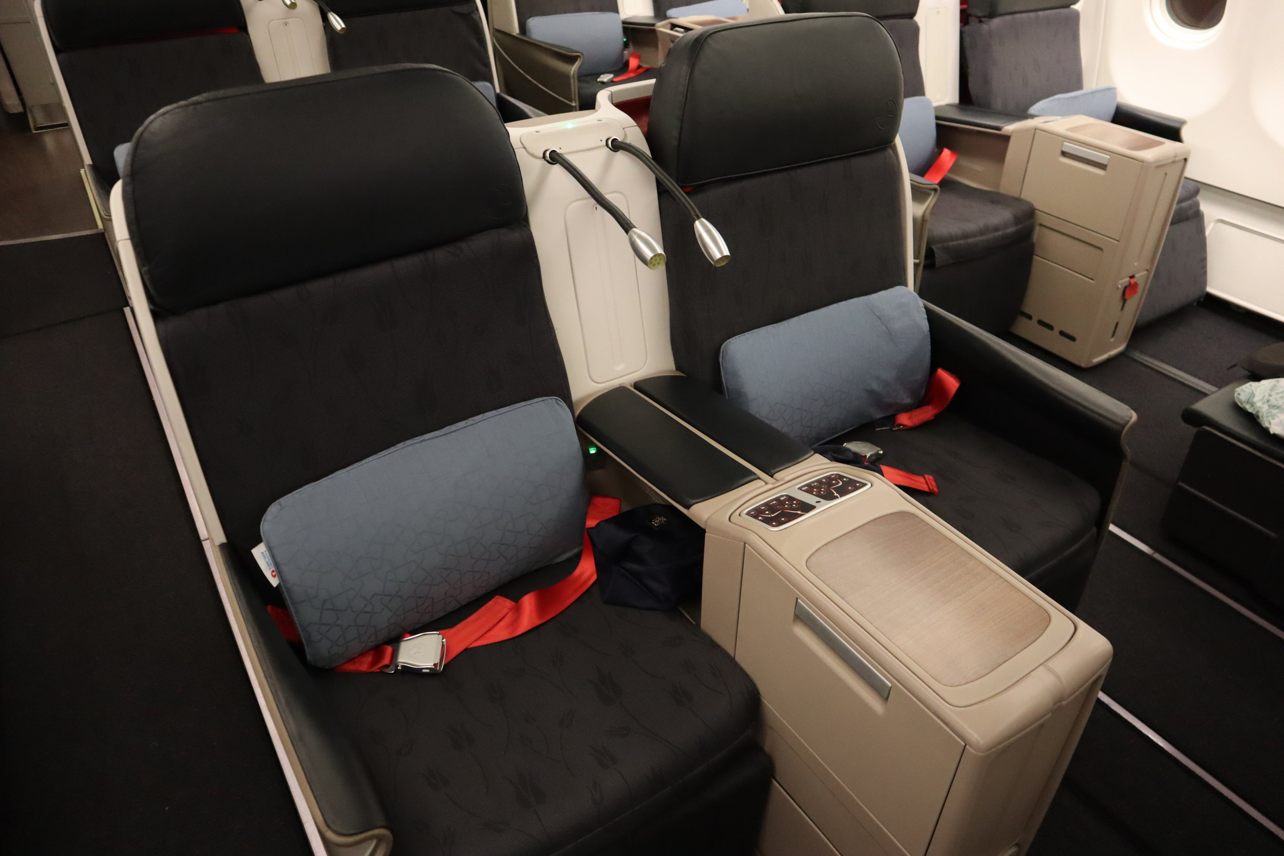 Turkish Airlines A330 business class – Forward-facing seats