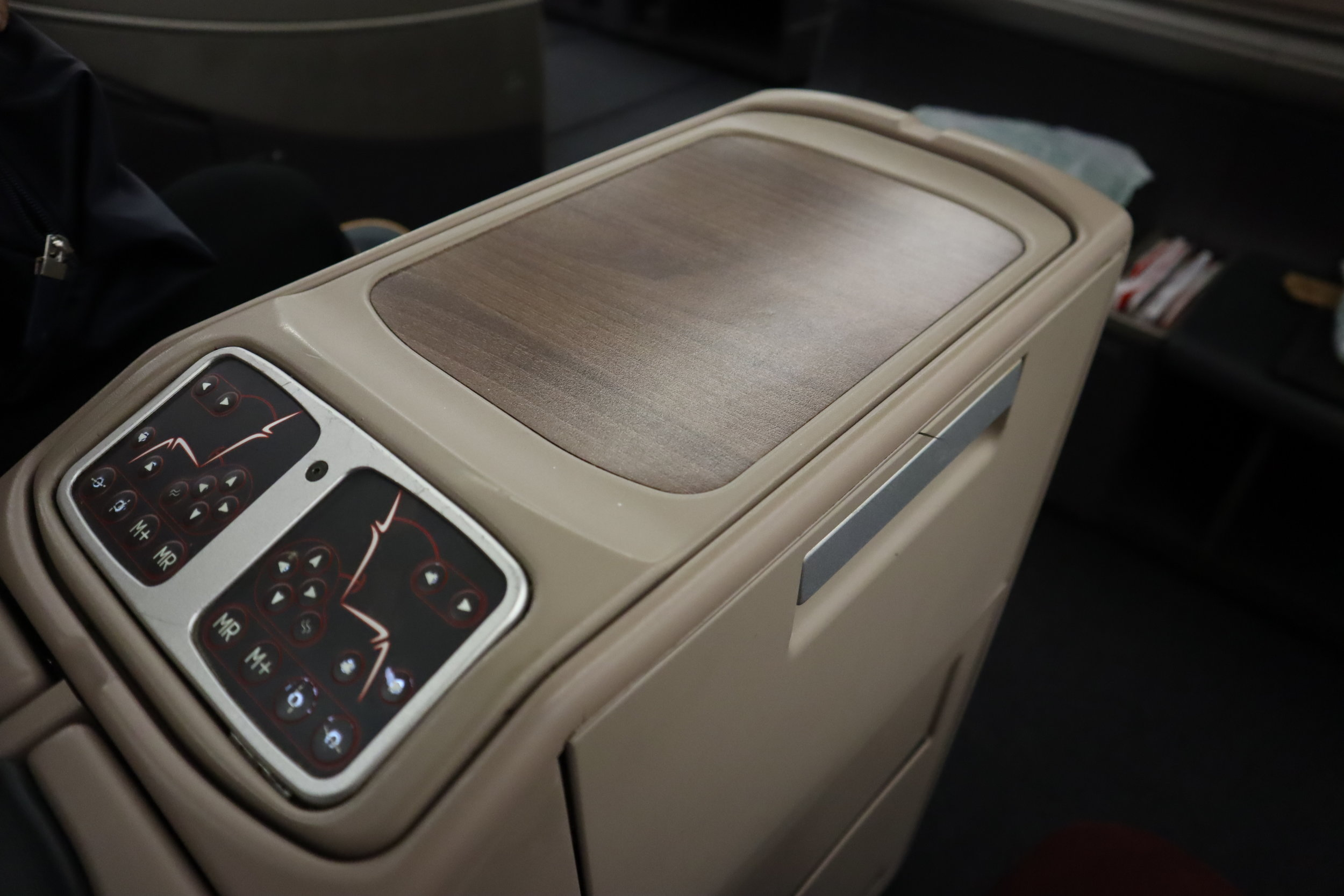 Turkish Airlines A330 business class – Seat controls and countertop