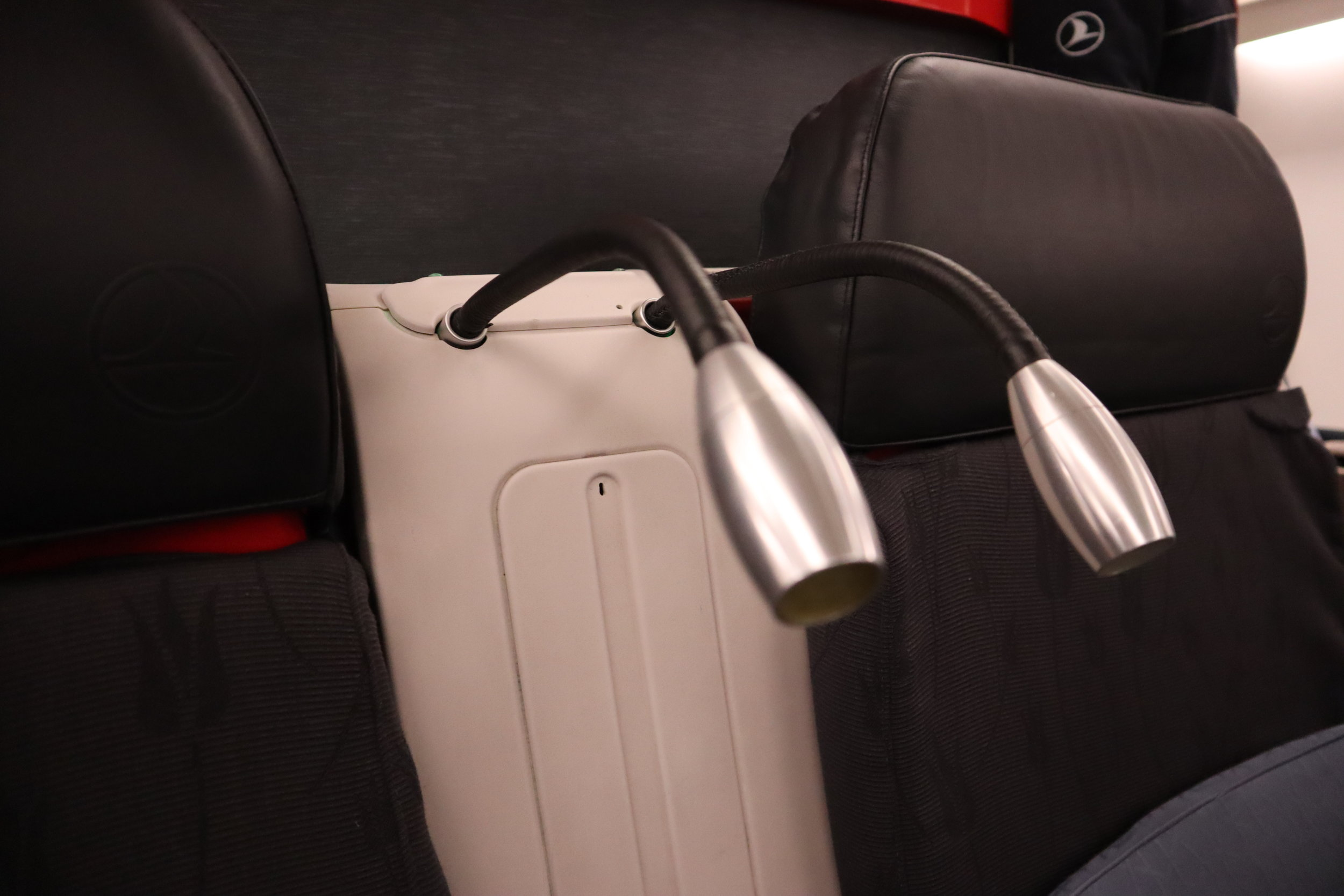 Turkish Airlines A330 business class – Reading lights