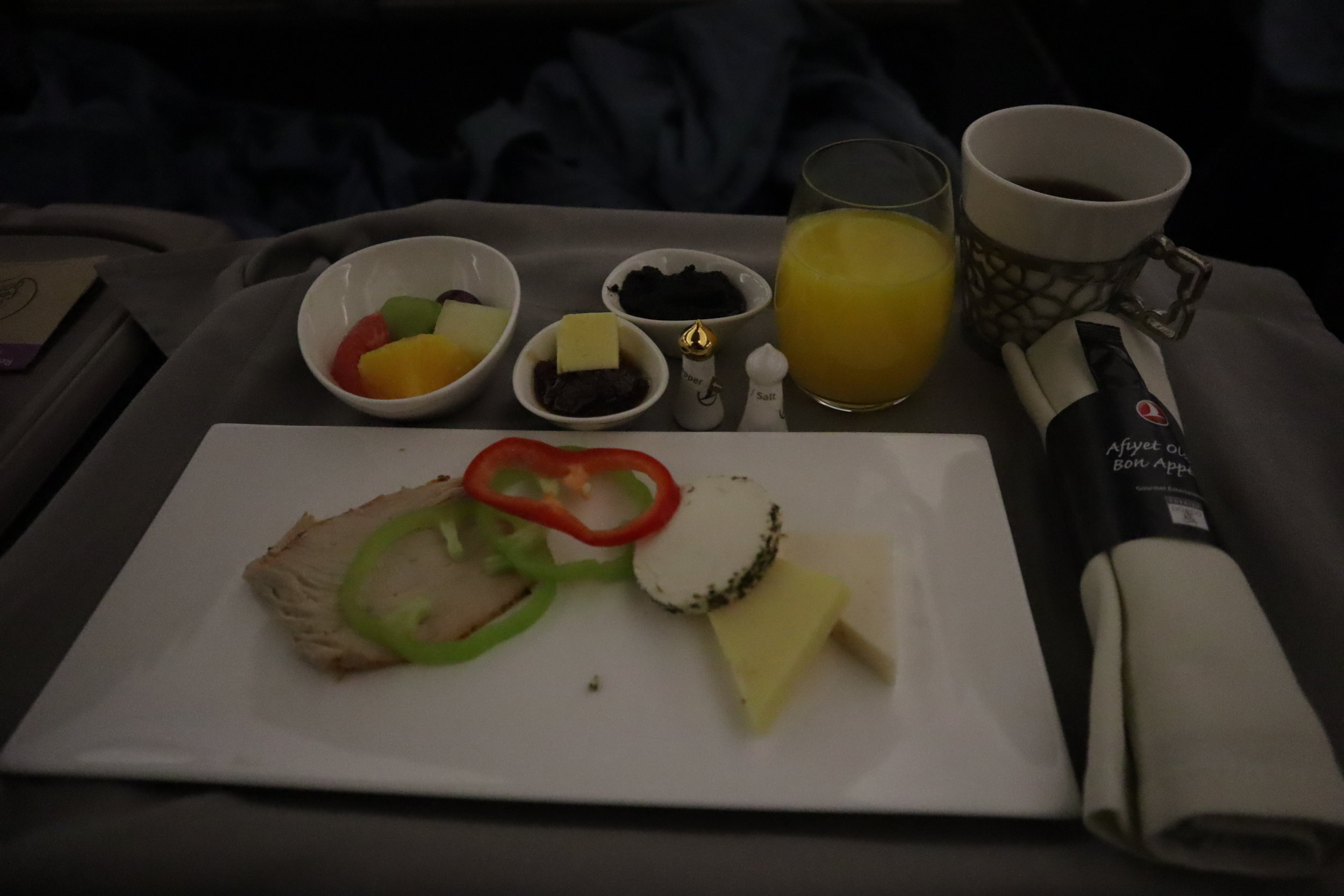 """Turkish Airlines A330 business class – """"Charcuterie"""" plate"""