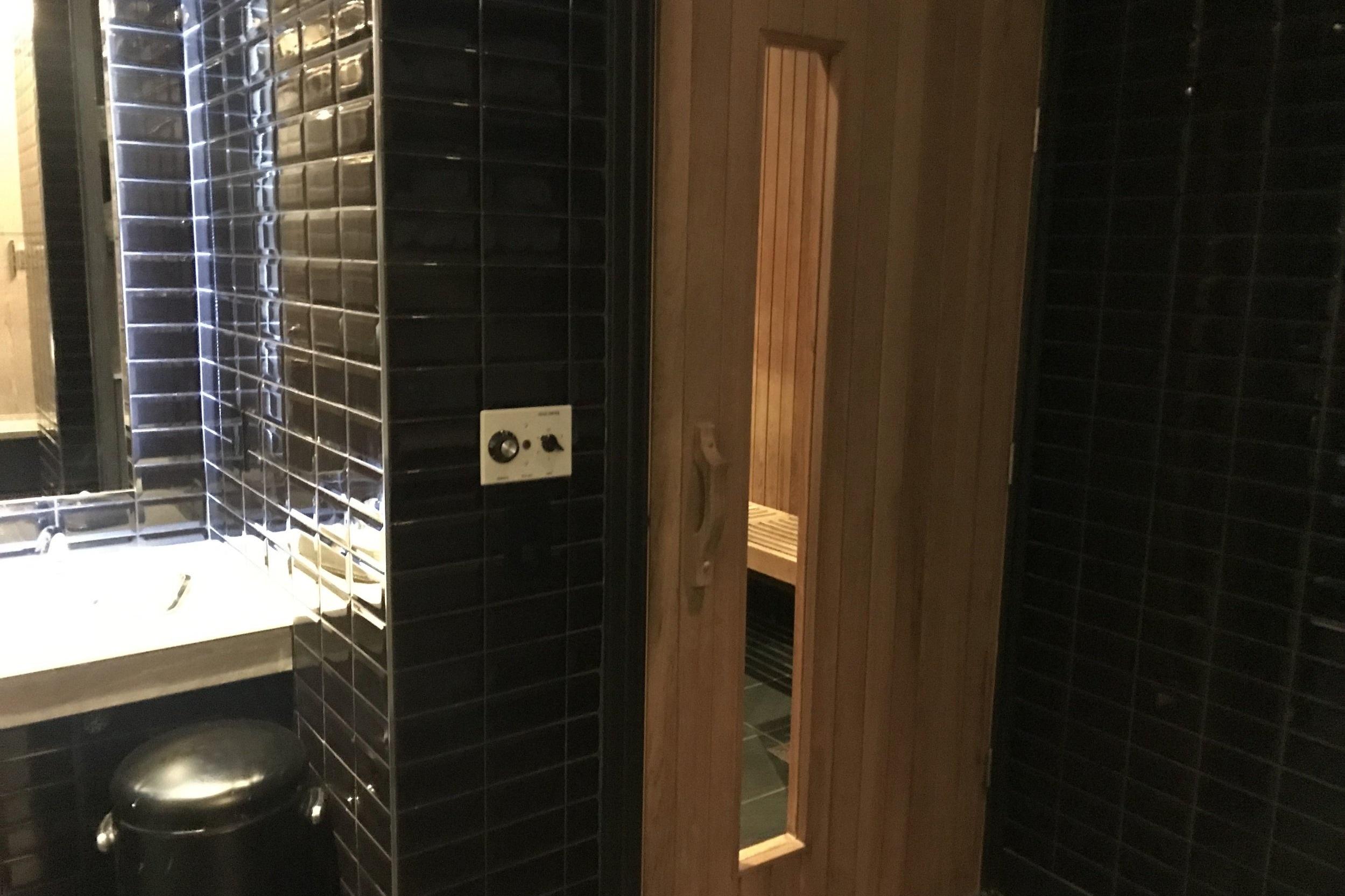 St. Regis Toronto – Changing room sauna