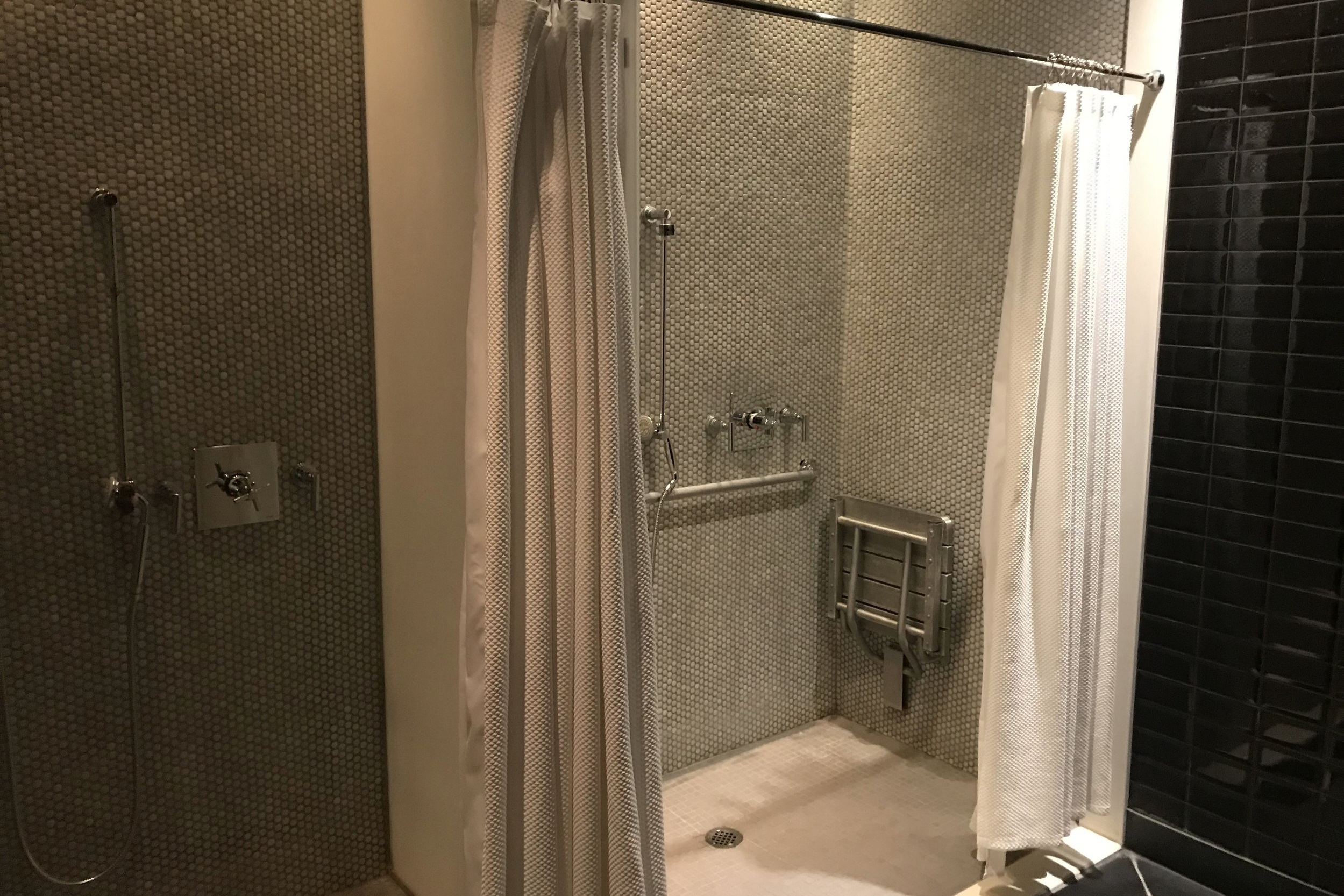 St. Regis Toronto – Changing room showers