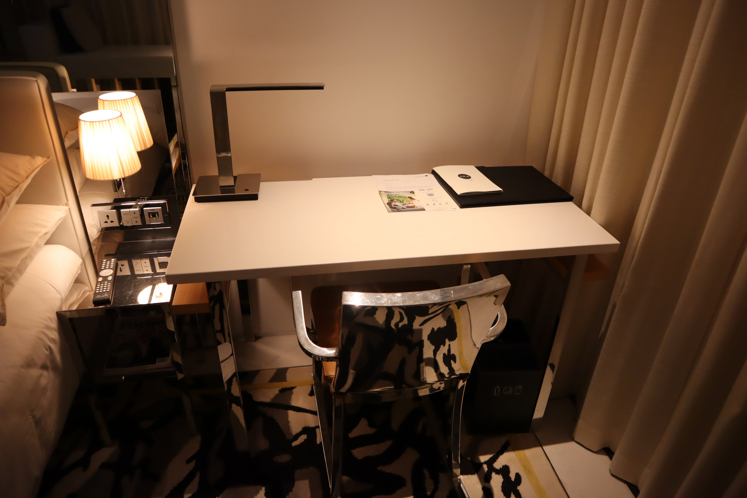 JW Marriott Singapore South Beach – Desk