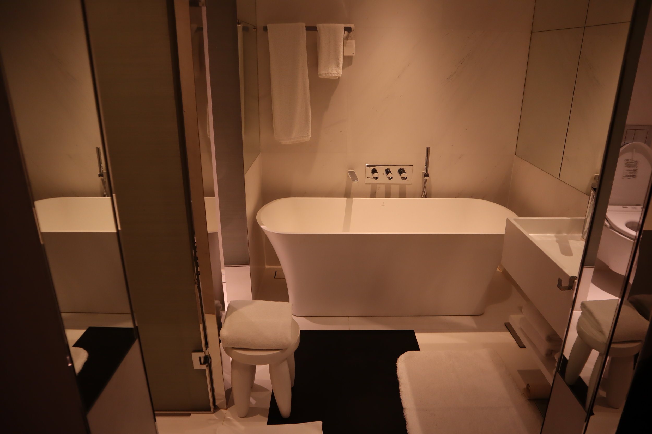JW Marriott Singapore South Beach – Bathroom