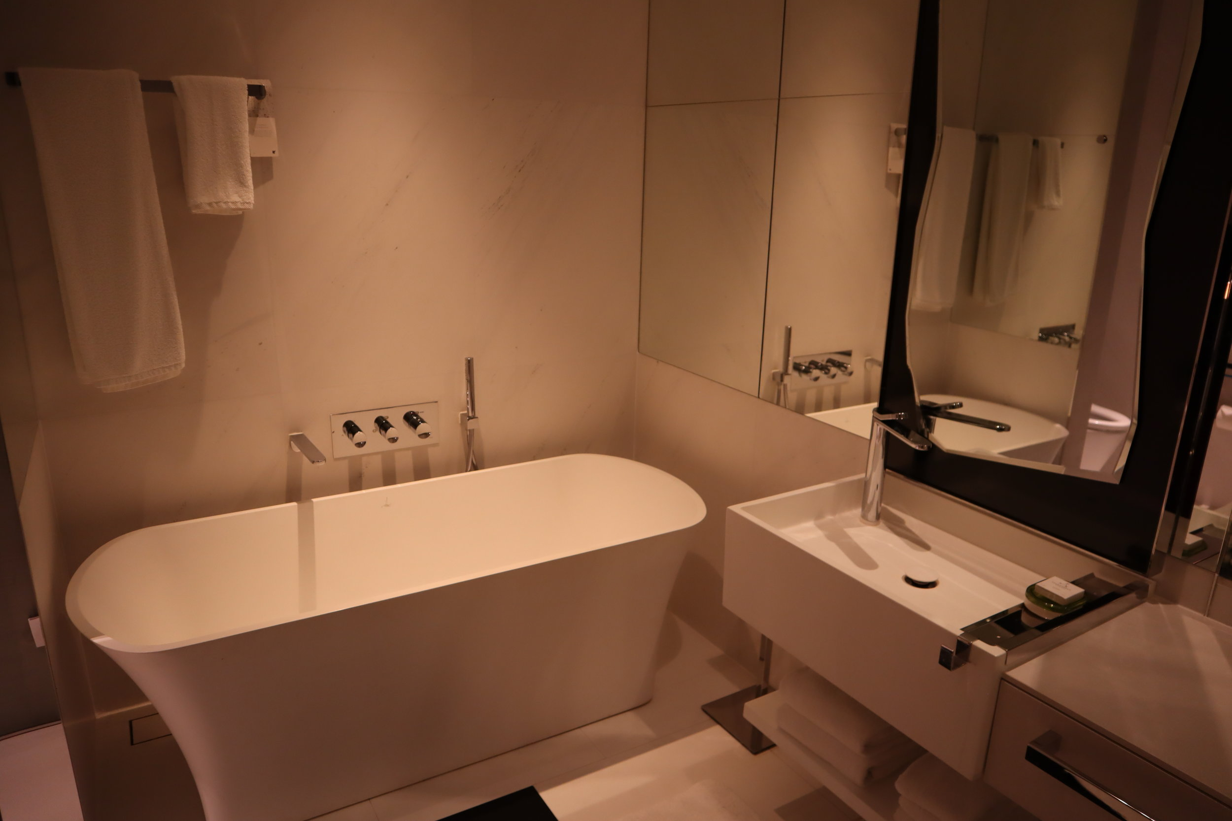 JW Marriott Singapore South Beach – Standard room