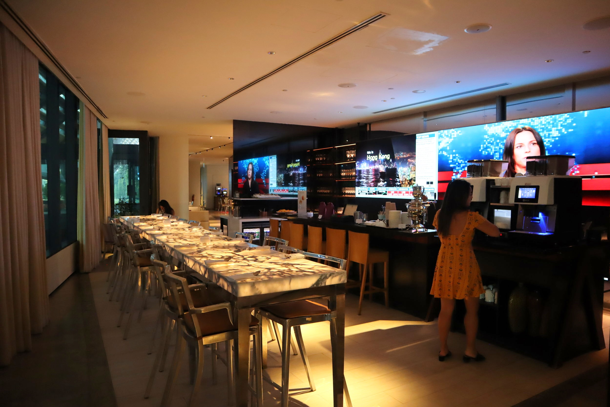 JW Marriott Singapore South Beach – Executive Lounge bar