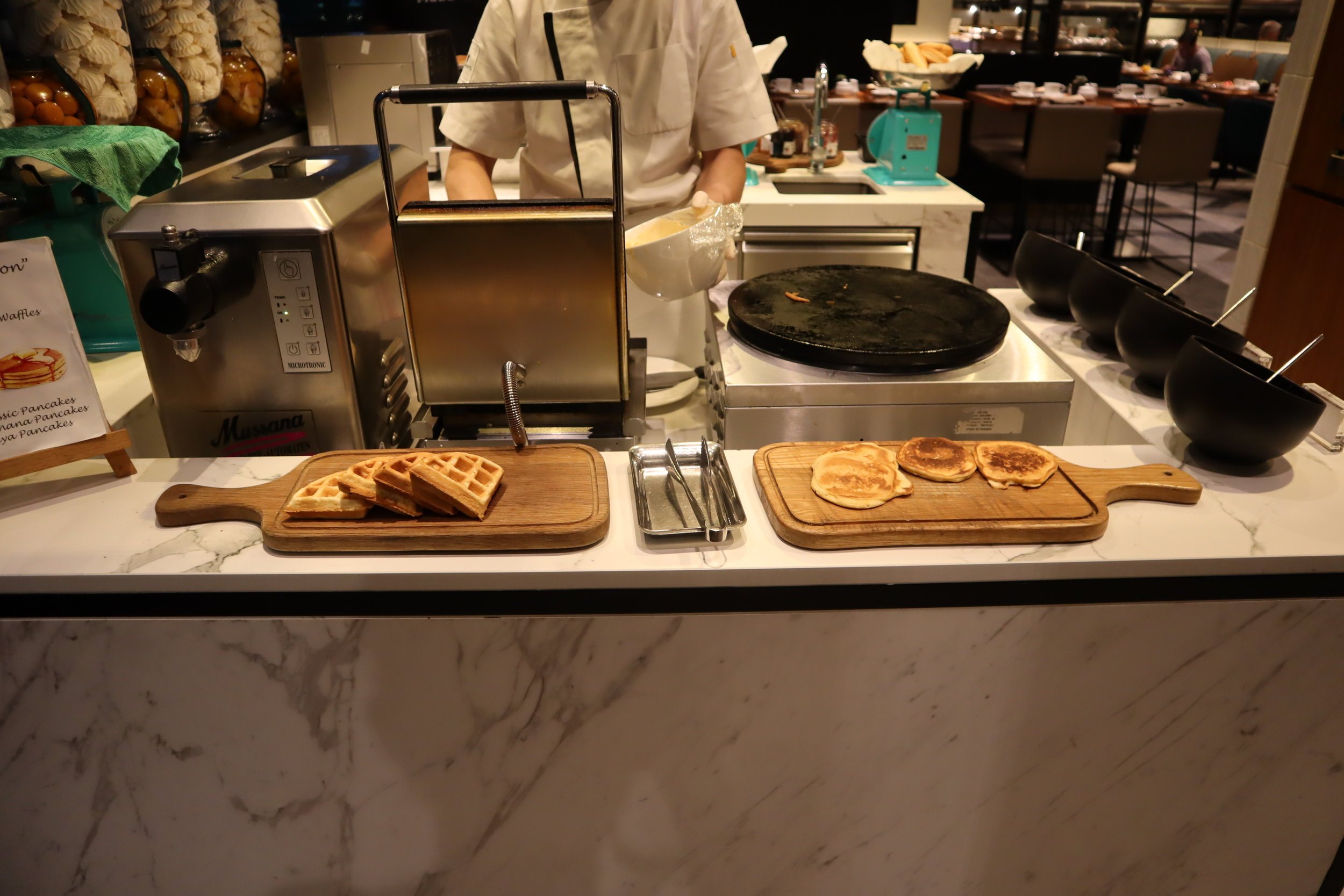 JW Marriott Singapore South Beach – Beach Road Kitchen pancake station
