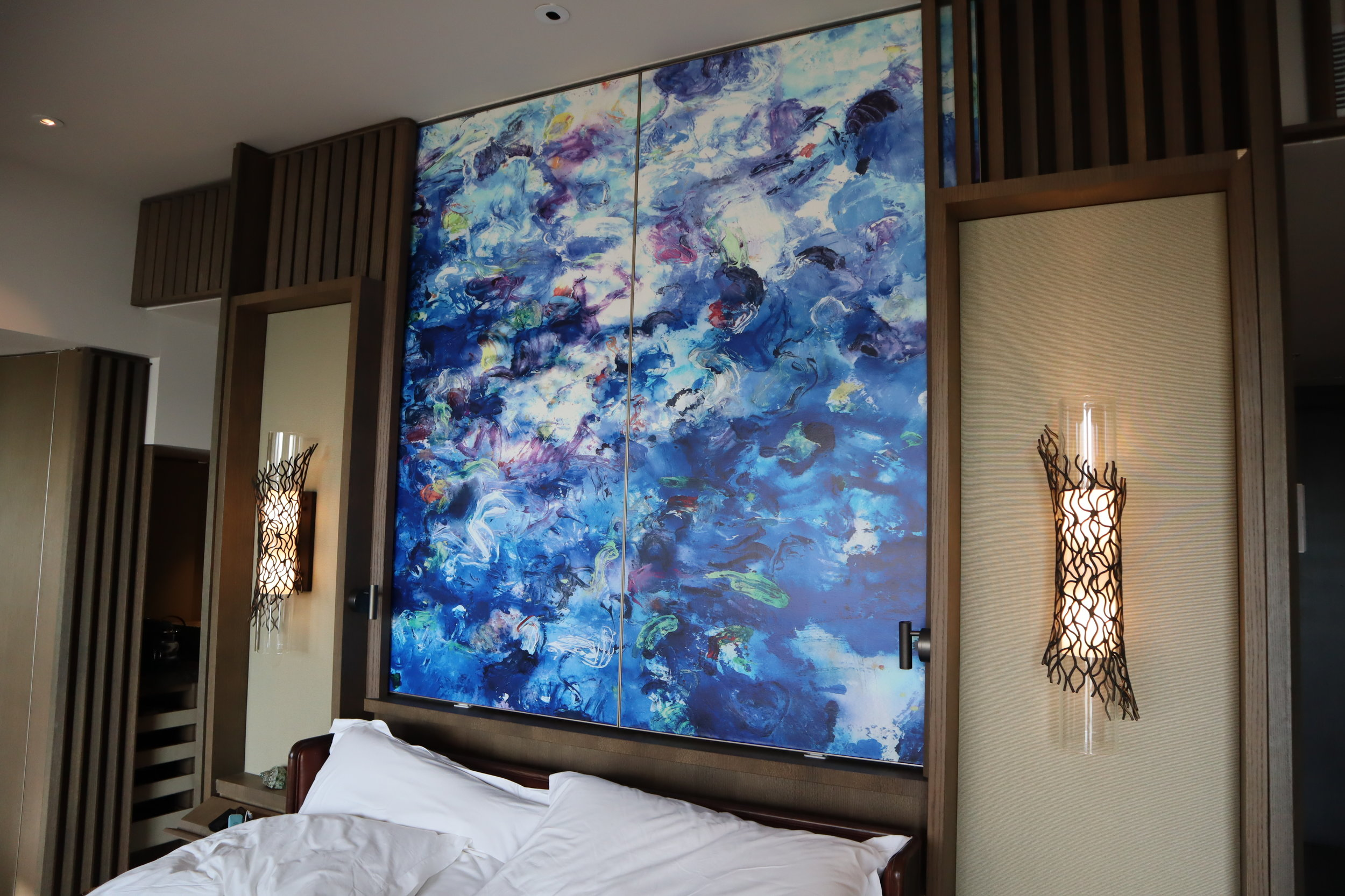 The Ritz-Carlton, Langkawi – Screen door above bed