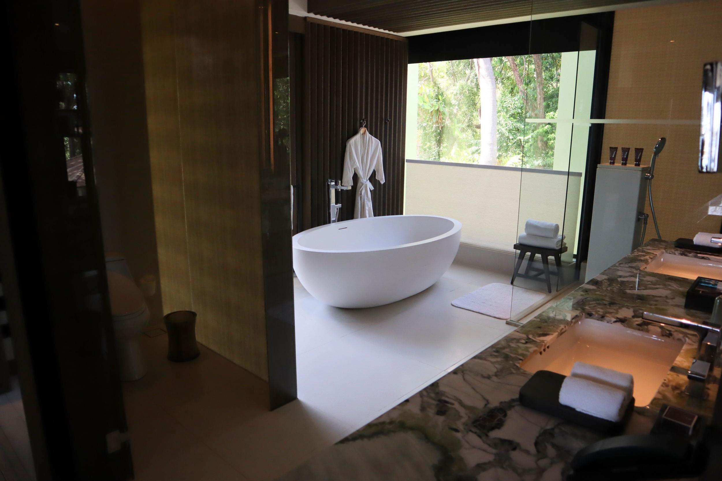 The Ritz-Carlton, Langkawi – Rainforest Junior Suite bathroom