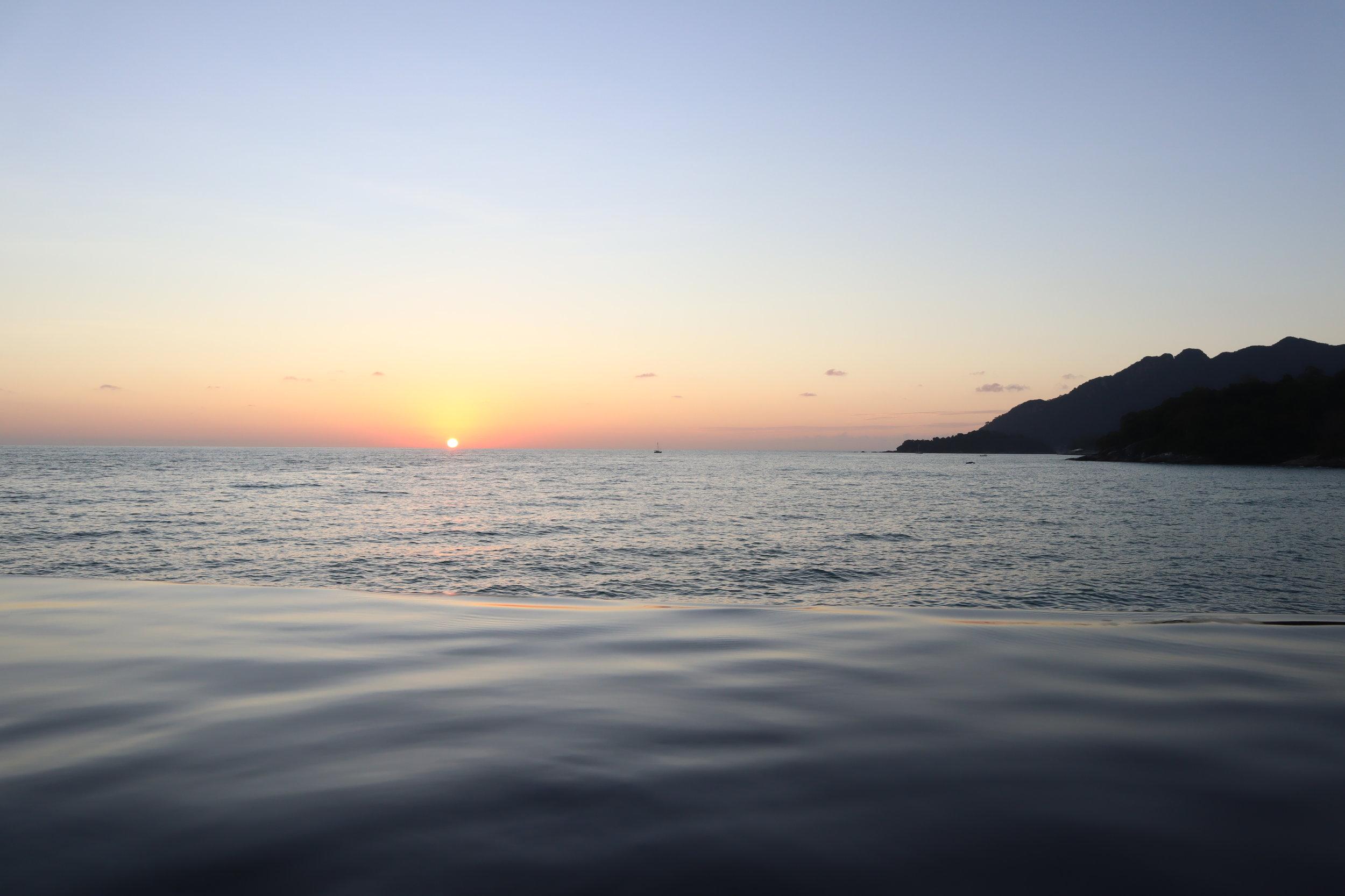 The Ritz-Carlton, Langkawi – Horizon infinity pool sunset view