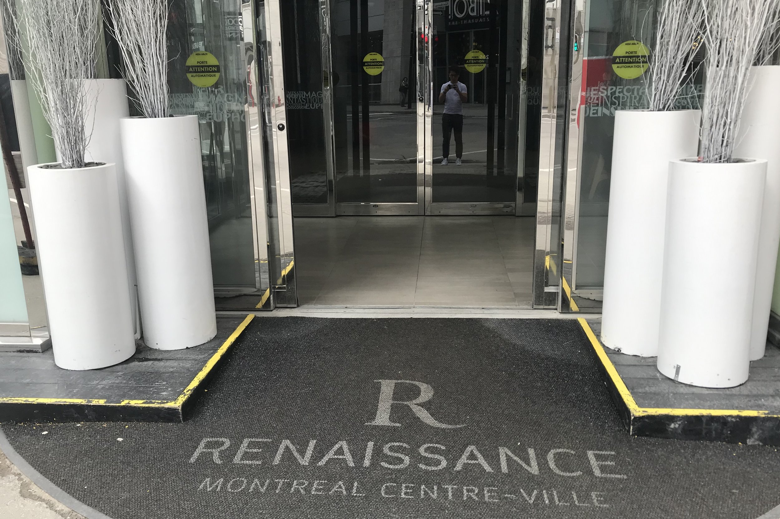Renaissance Montreal Downtown – Entrance