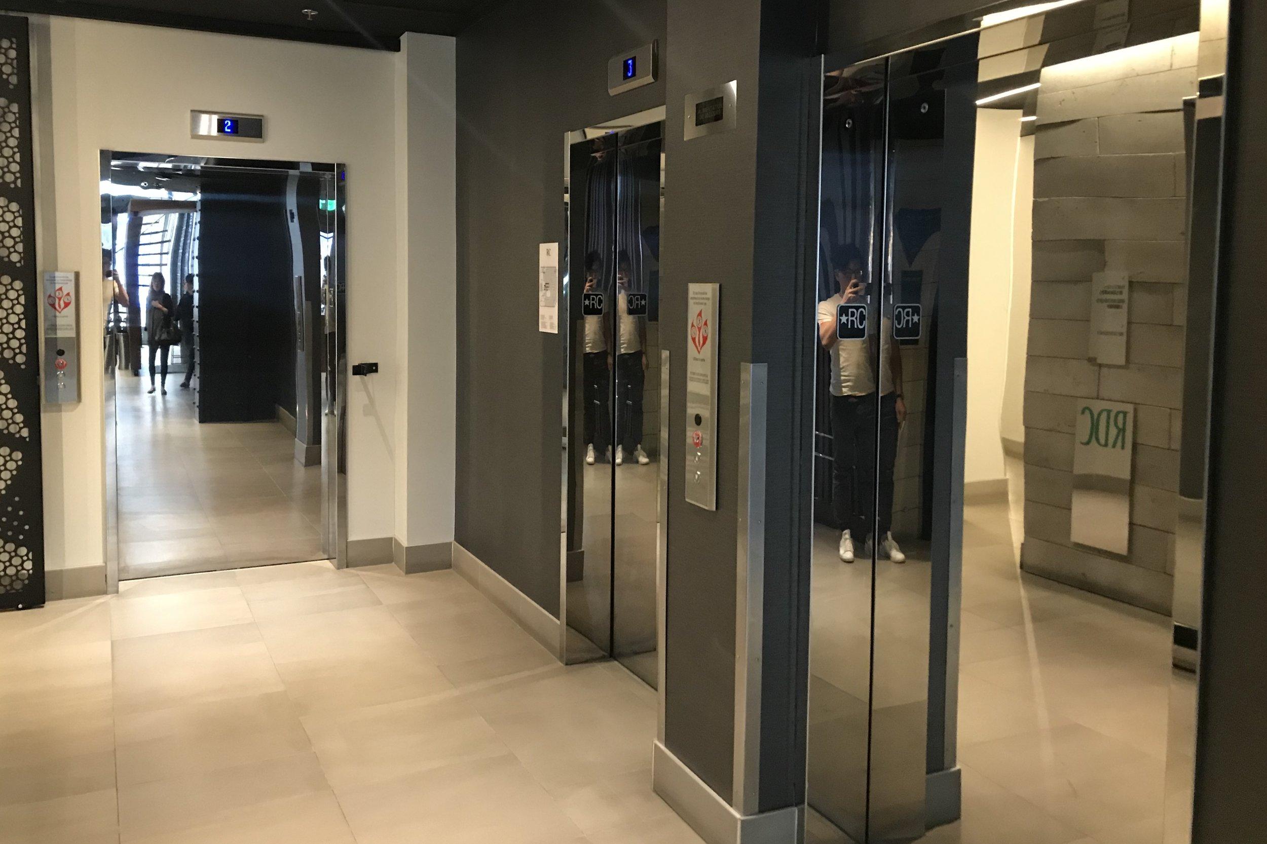 Renaissance Montreal Downtown – Elevator