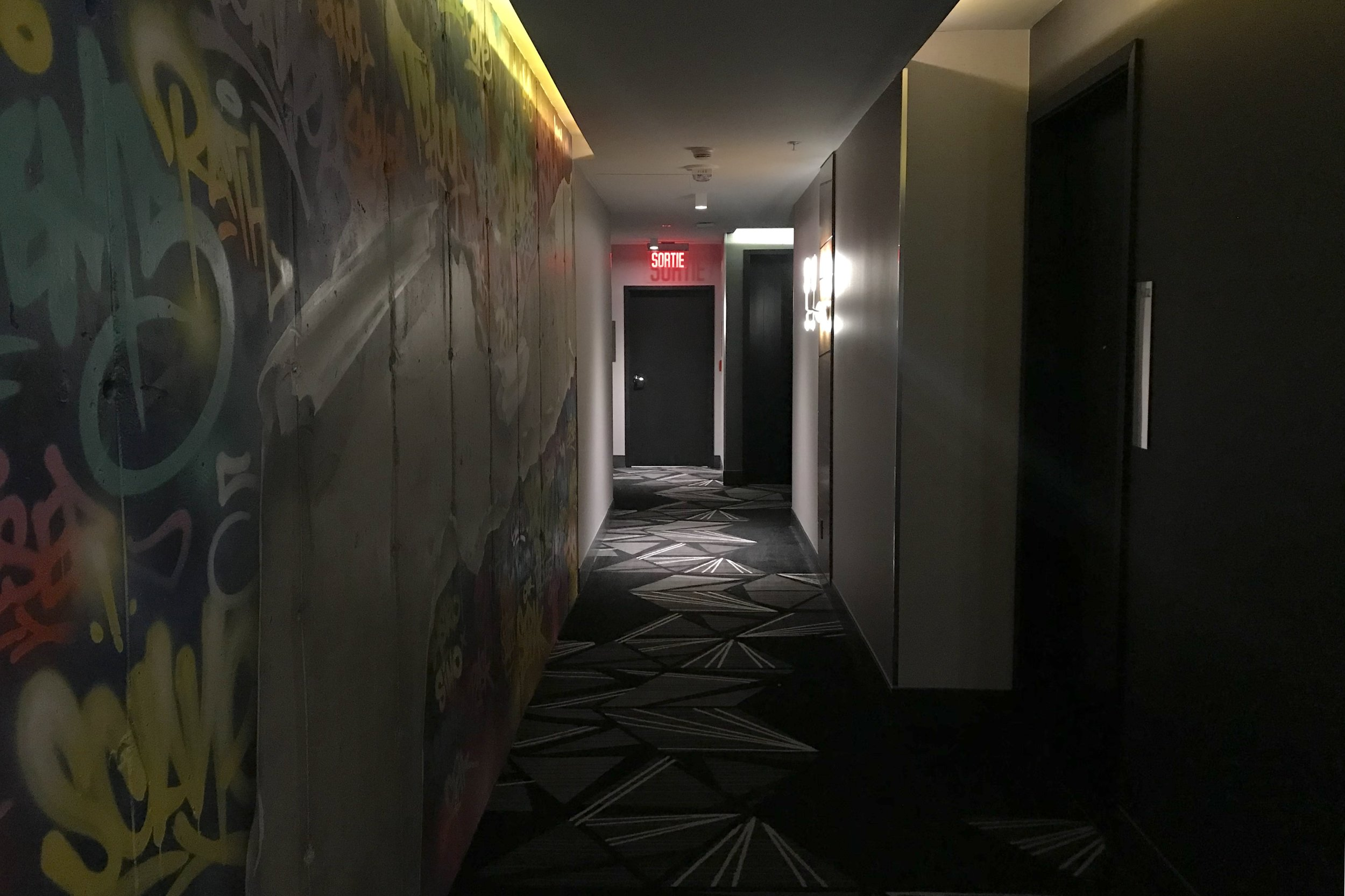 Renaissance Montreal Downtown – Hallway
