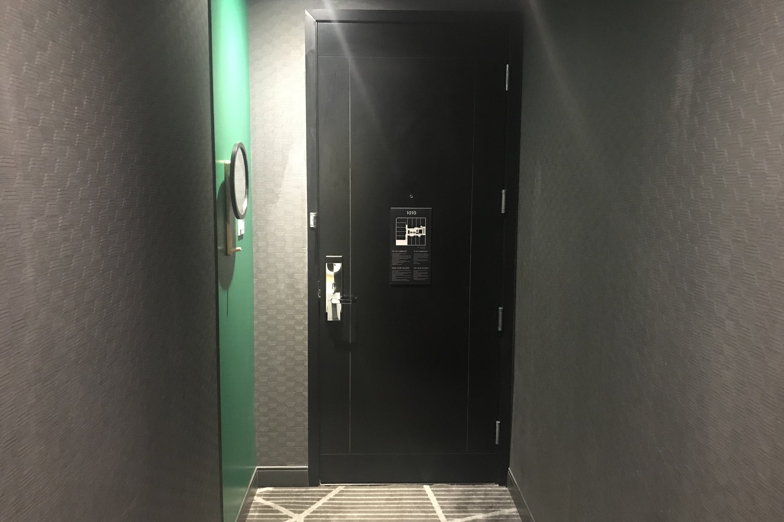 Renaissance Montreal Downtown – King Suite entryway