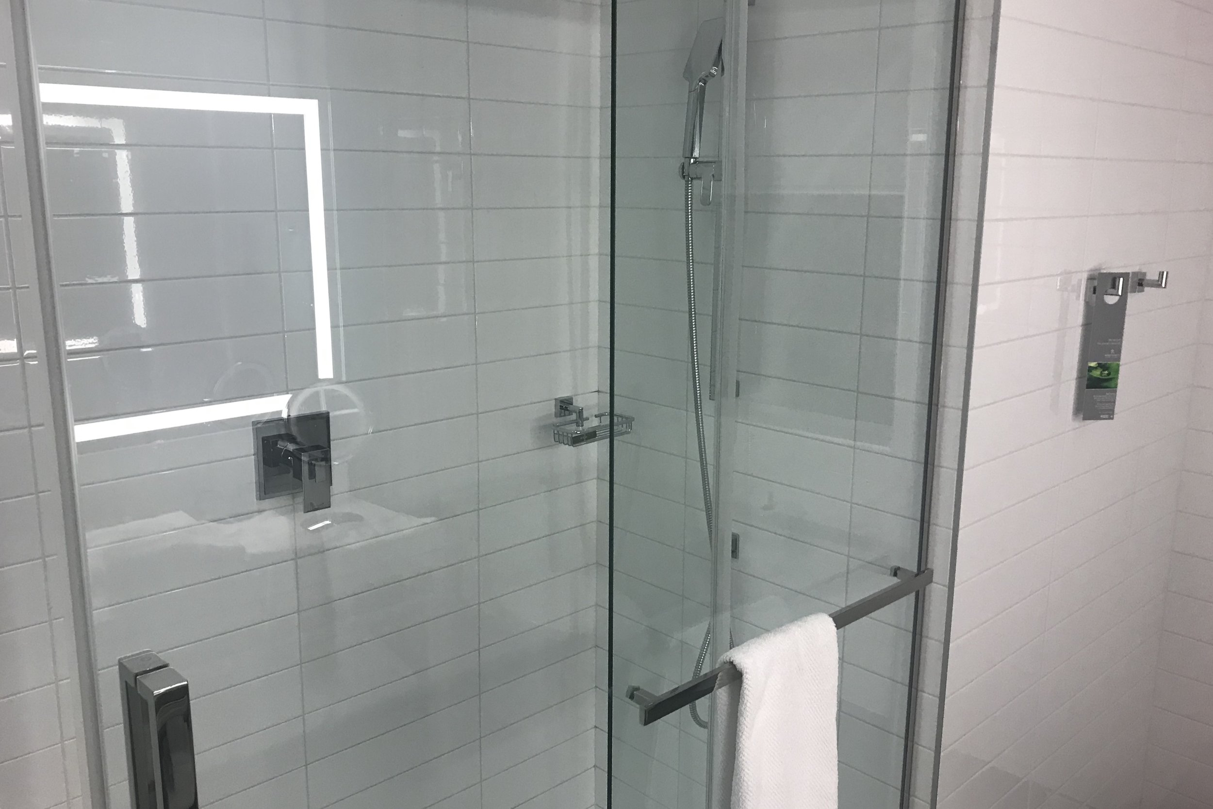 Renaissance Montreal Downtown – King Suite shower