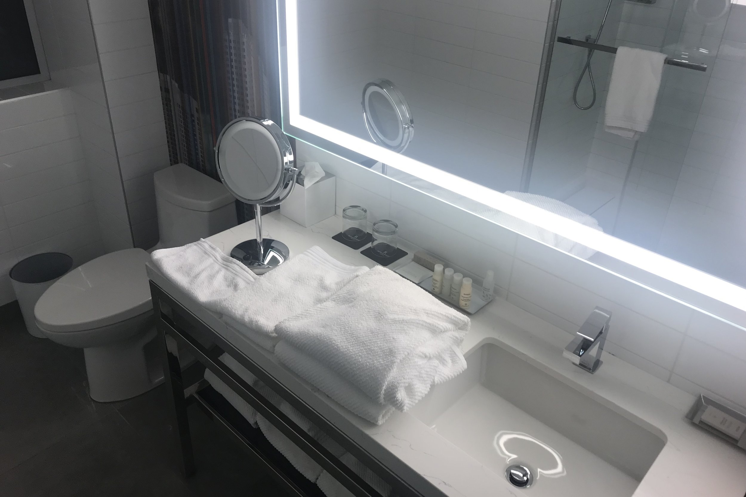 Renaissance Montreal Downtown – King Suite bathroom
