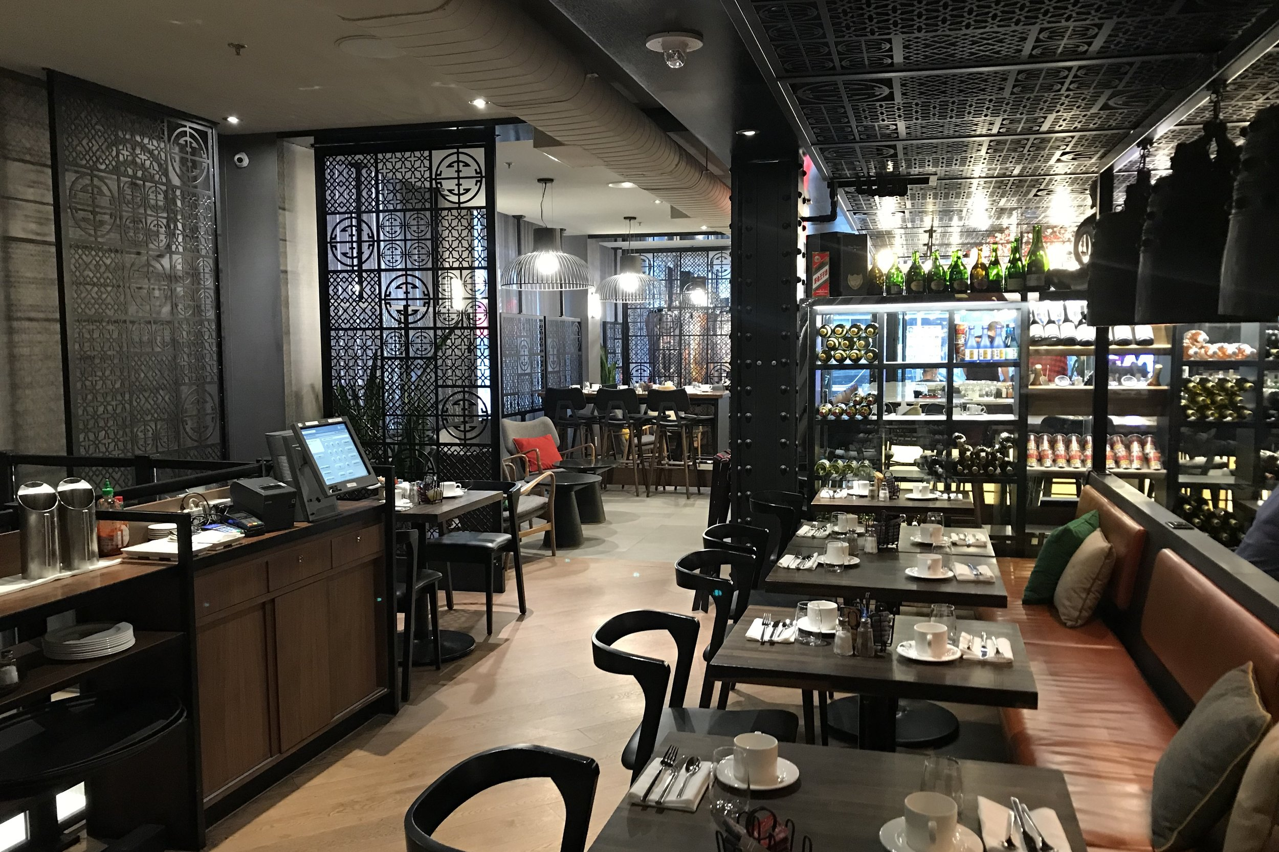 Renaissance Montreal Downtown – Le East restaurant