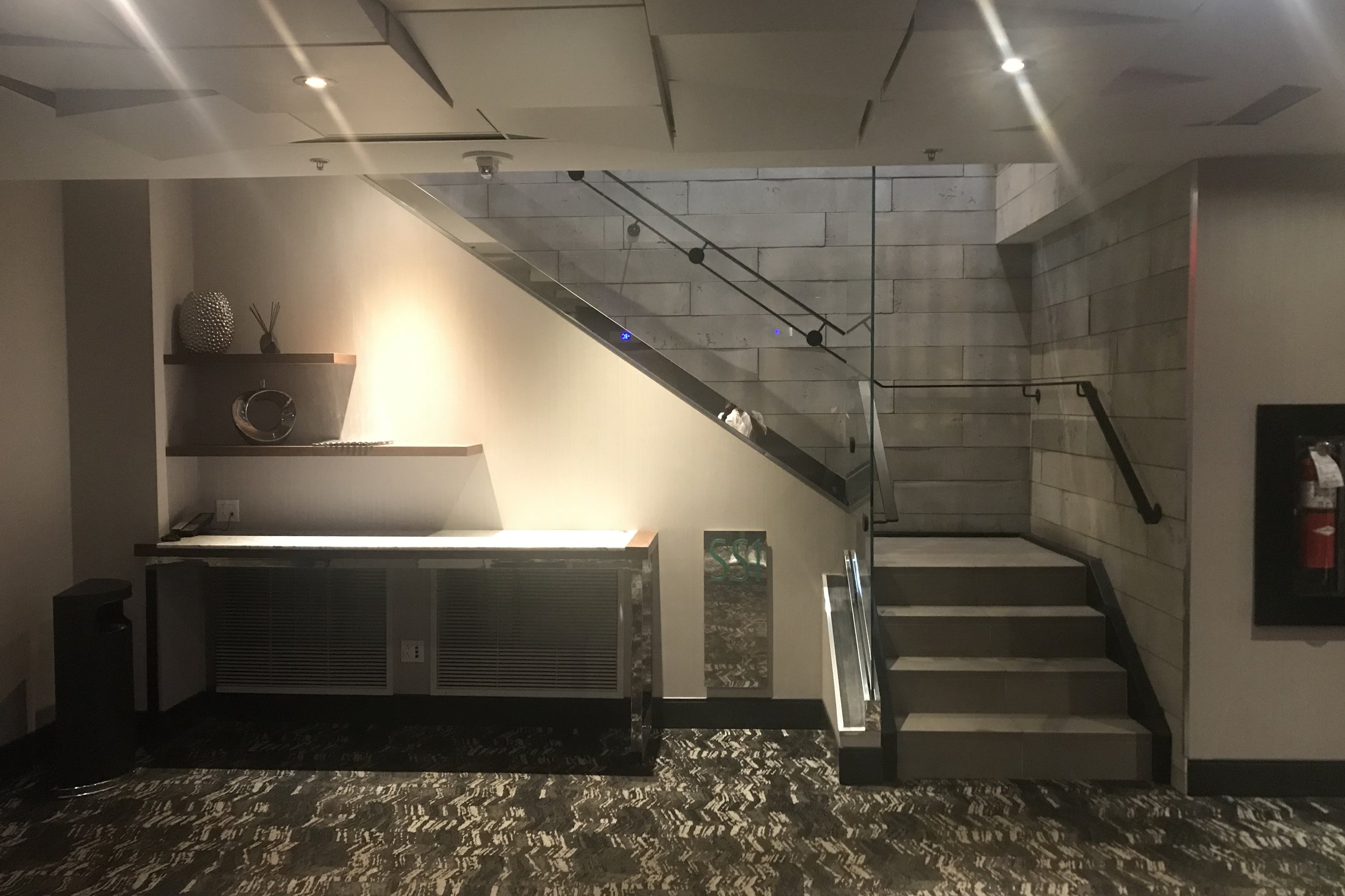 Renaissance Montreal Downtown – Staircase to lobby