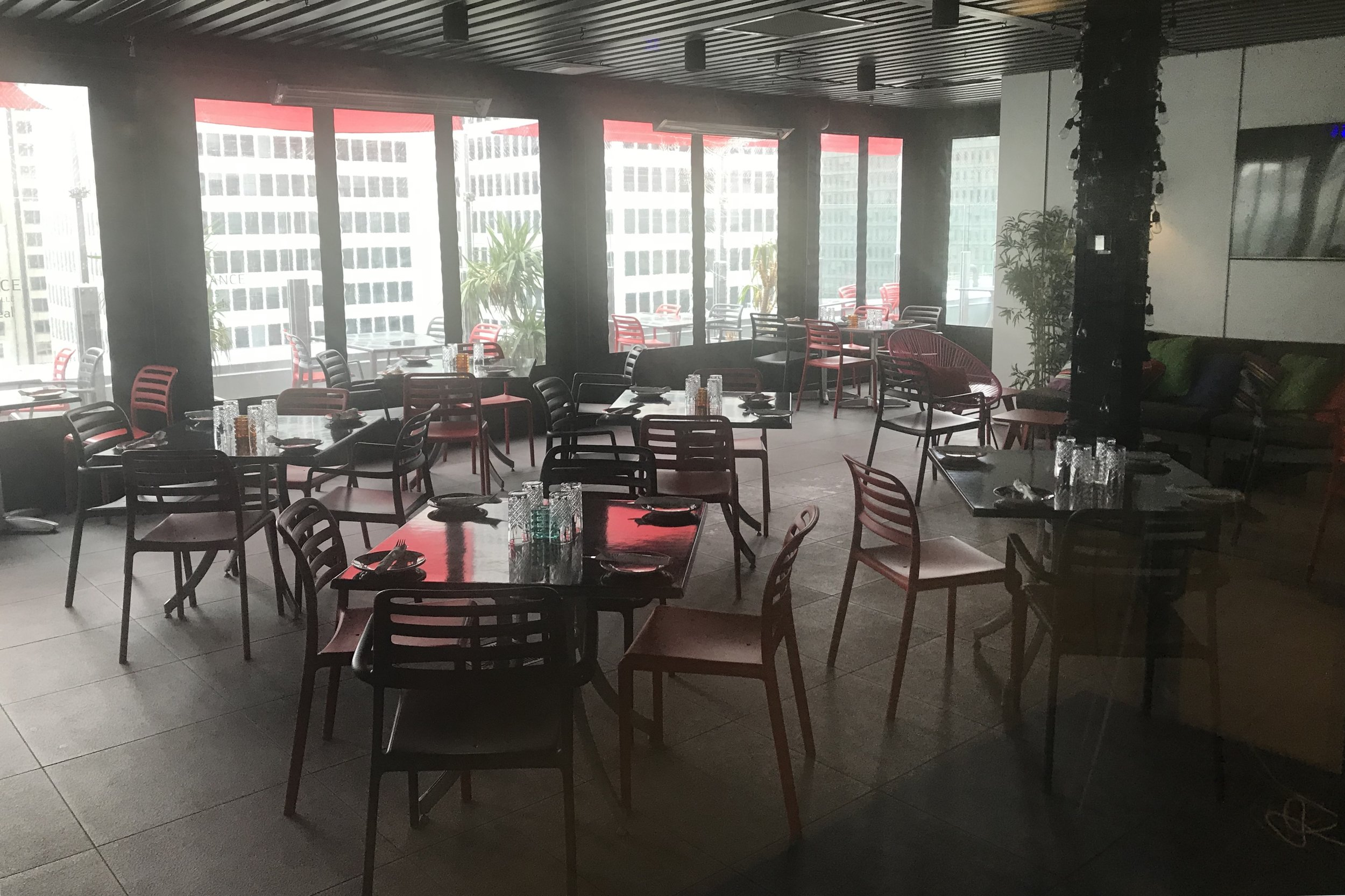 Renaissance Montreal Downtown – AIR Rooftop Patio