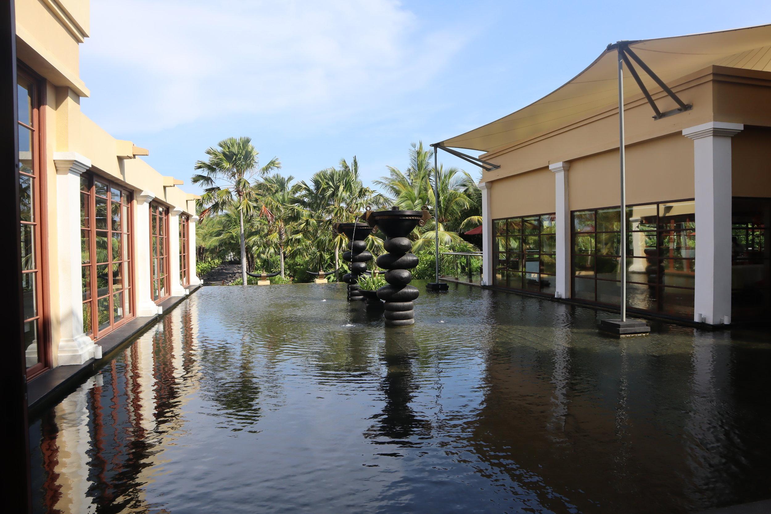 St. Regis Bali – Water display