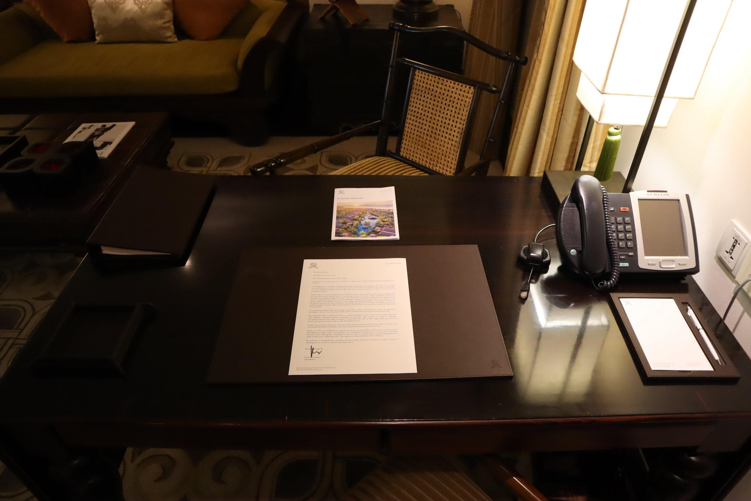 St. Regis Bali – St. Regis Pool Suite desk