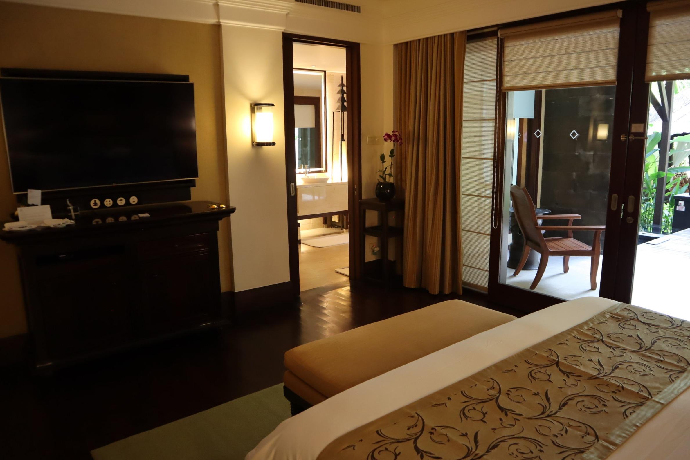St. Regis Bali – St. Regis Pool Suite television