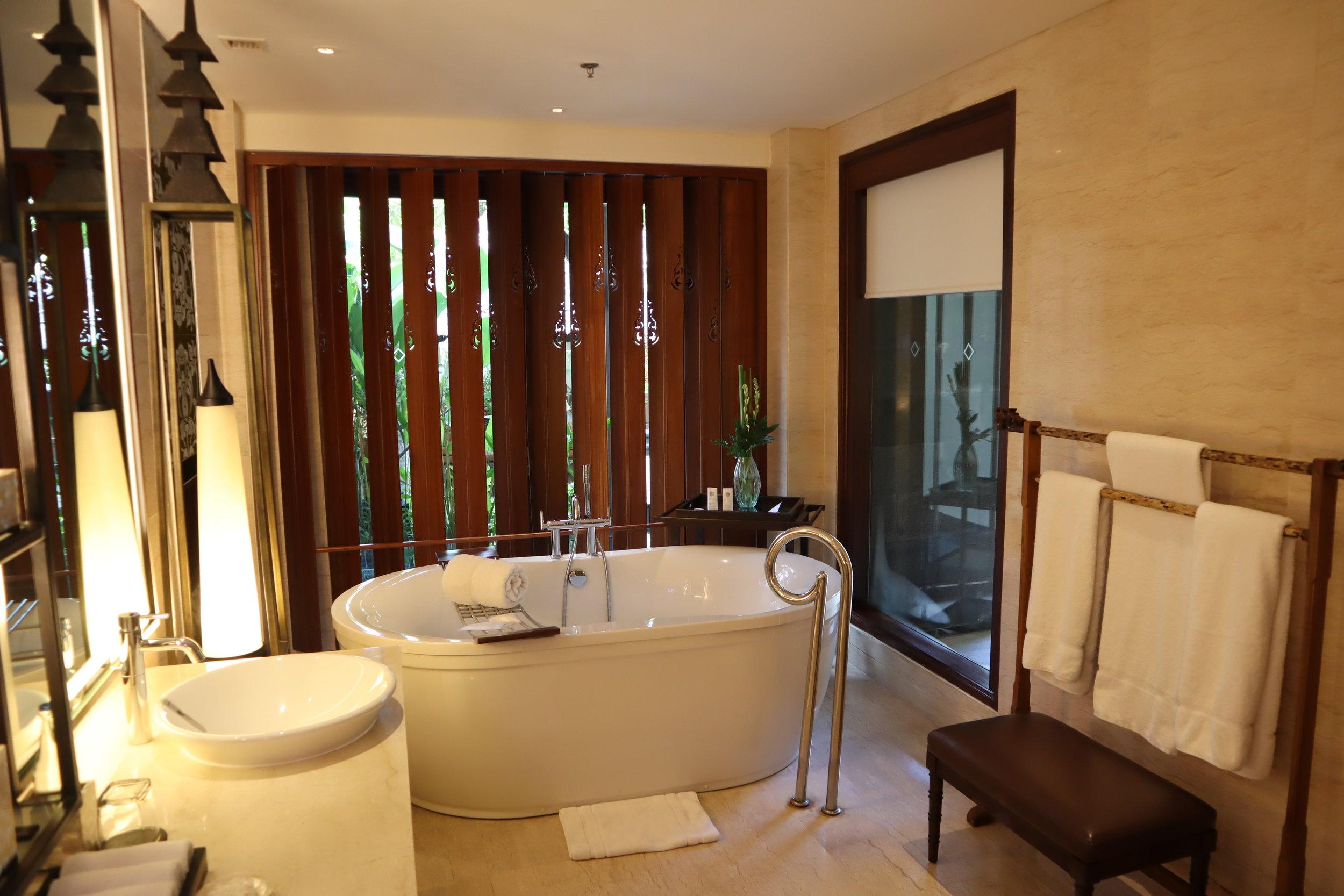 St. Regis Bali – St. Regis Pool Suite bathroom