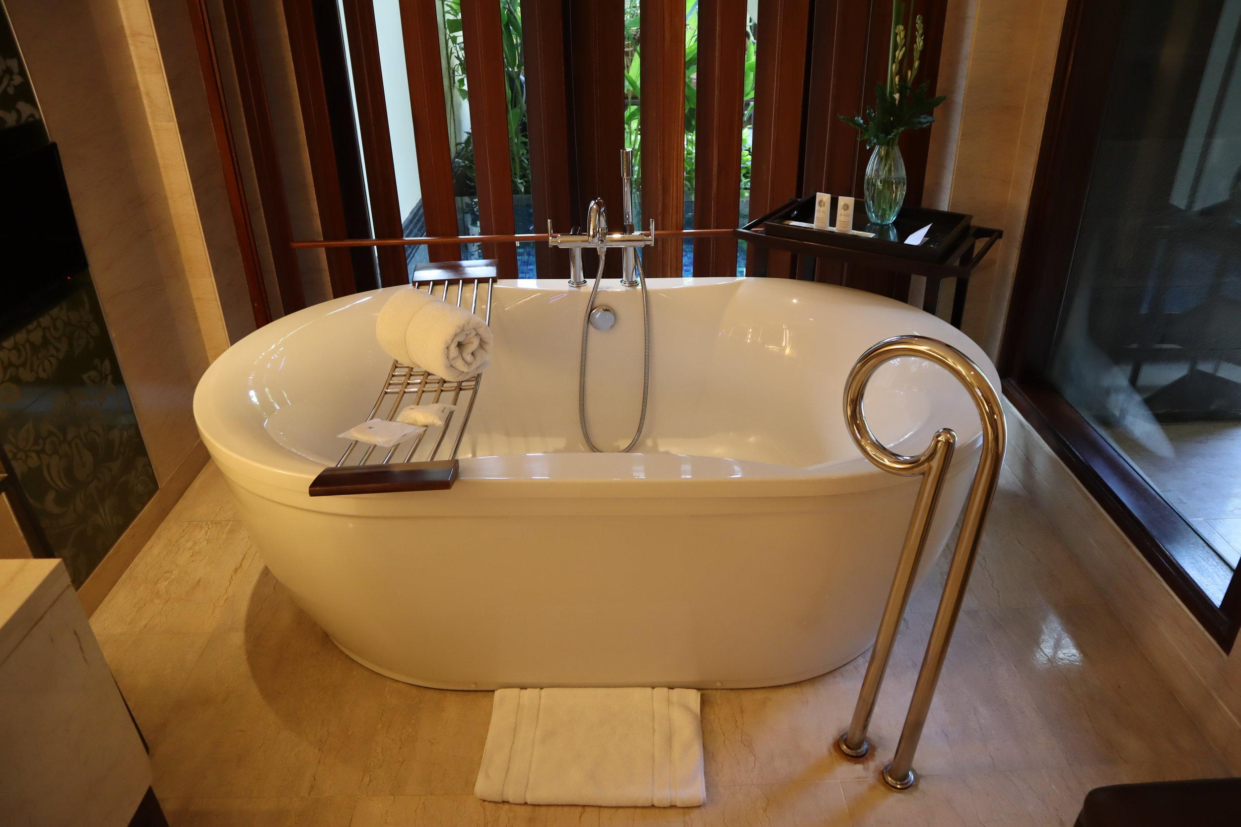 St. Regis Bali – St. Regis Pool Suite bathtub