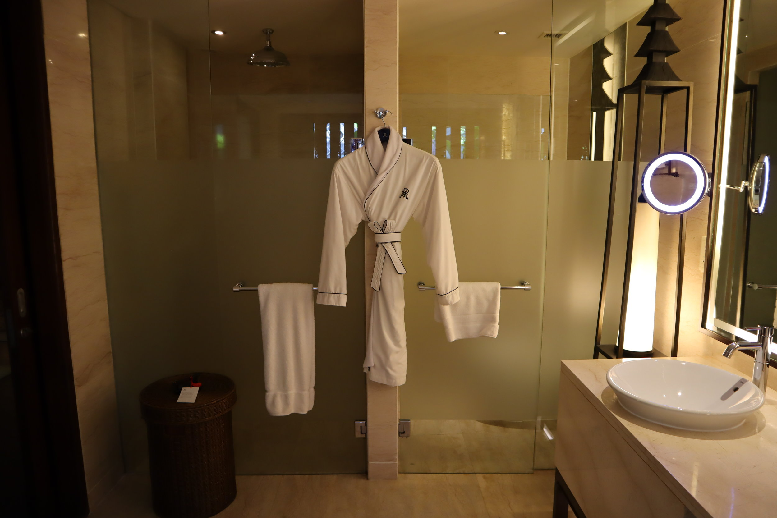 St. Regis Bali – St. Regis Pool Suite shower and toilet