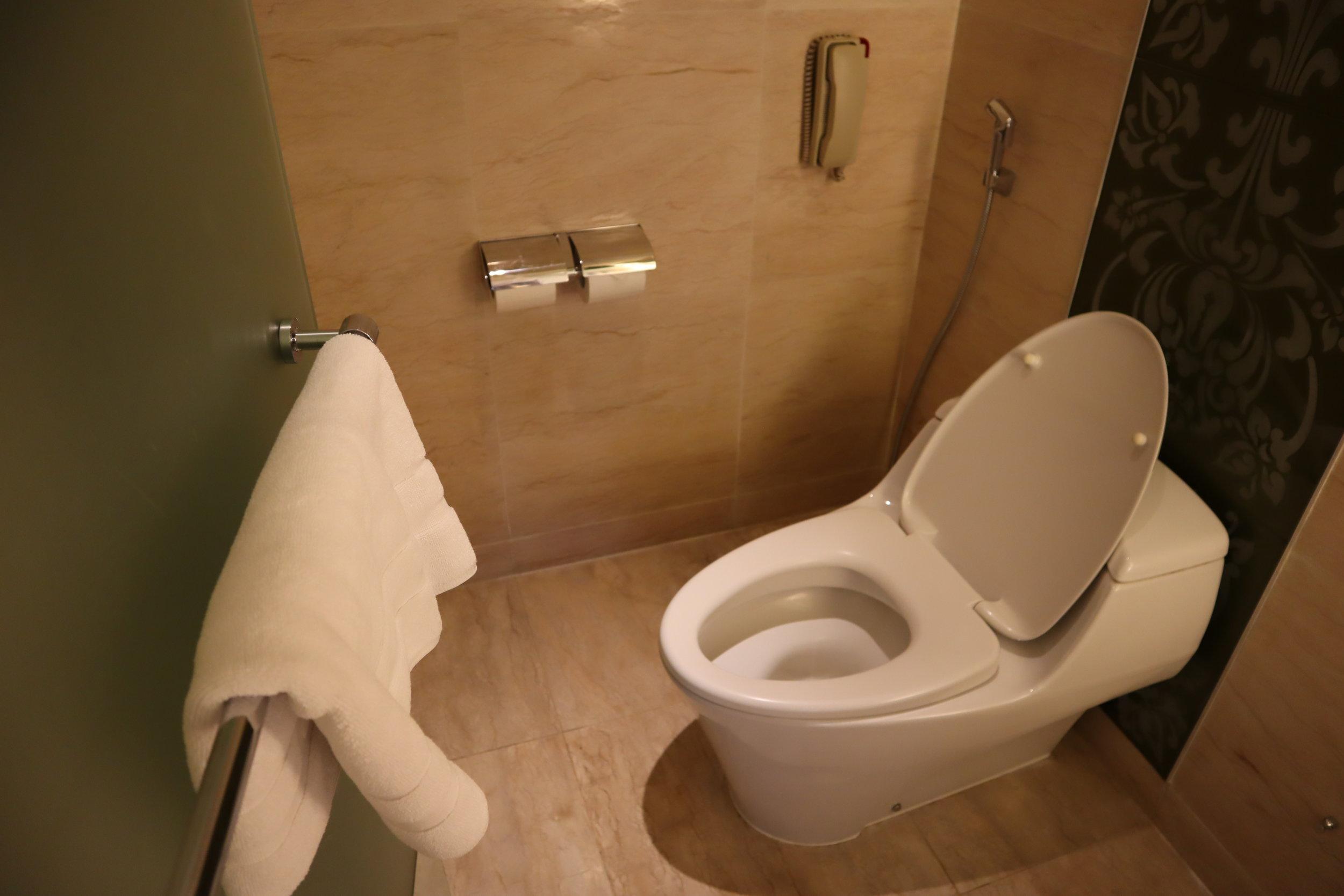 St. Regis Bali – St. Regis Pool Suite toilet