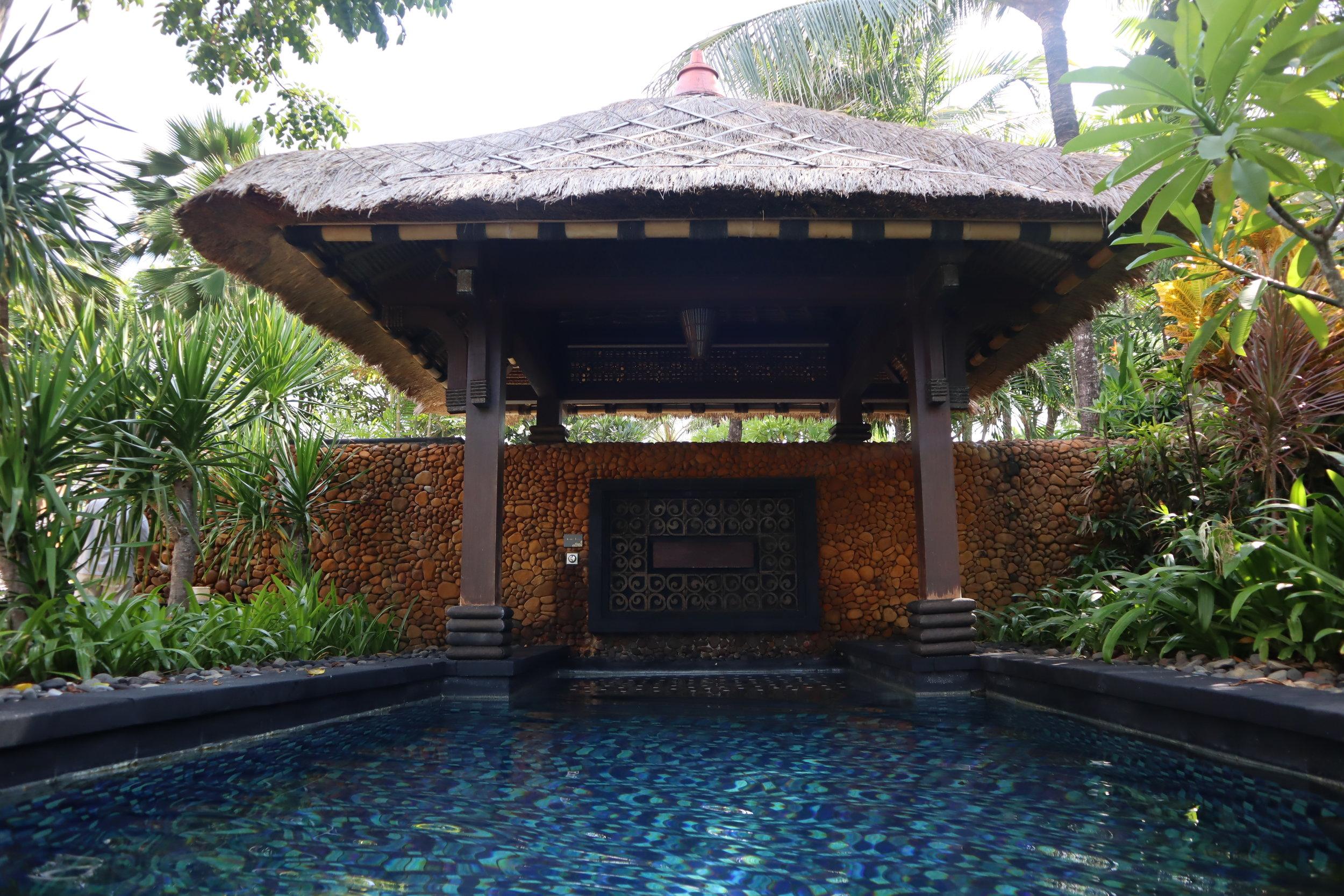 St. Regis Bali – Saltwater lagoon jets
