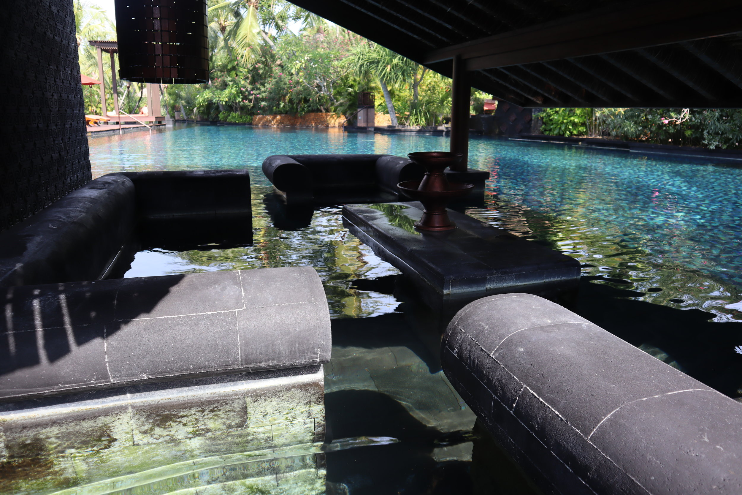 St. Regis Bali – Saltwater lagoon underwater house furniture