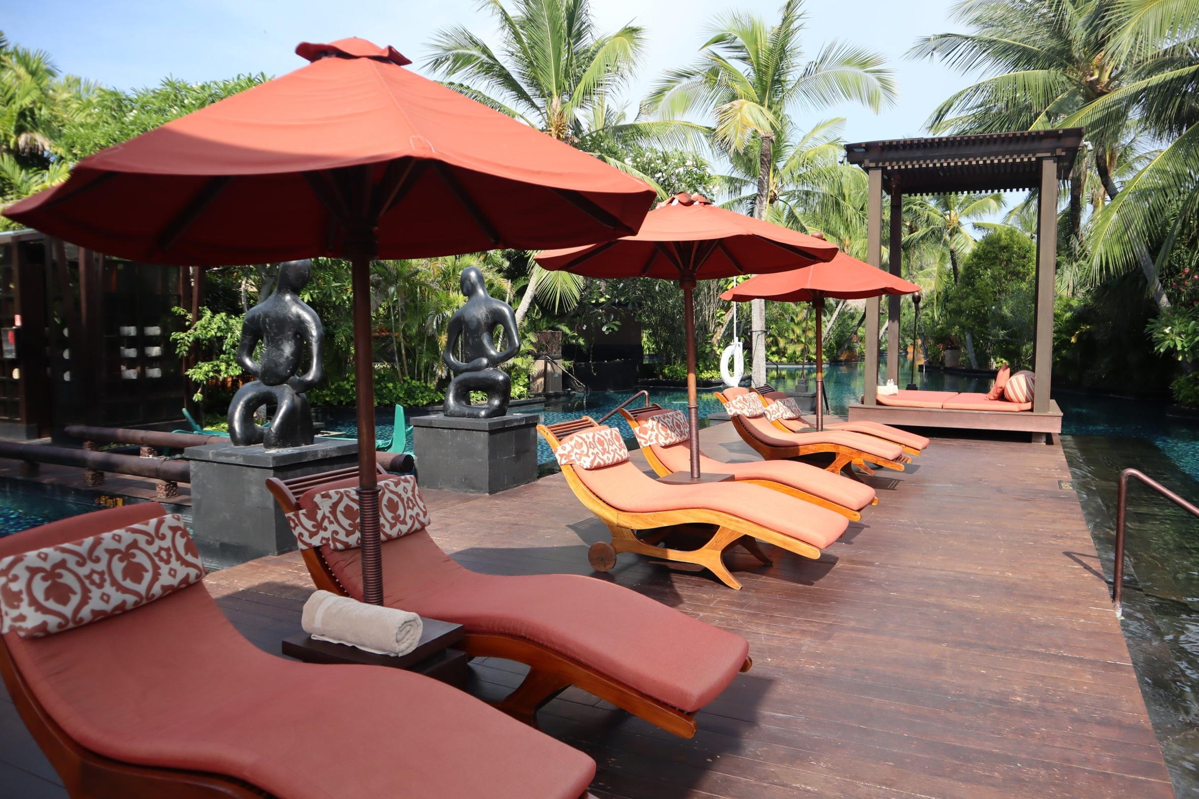 St. Regis Bali – Saltwater lagoon cabanas