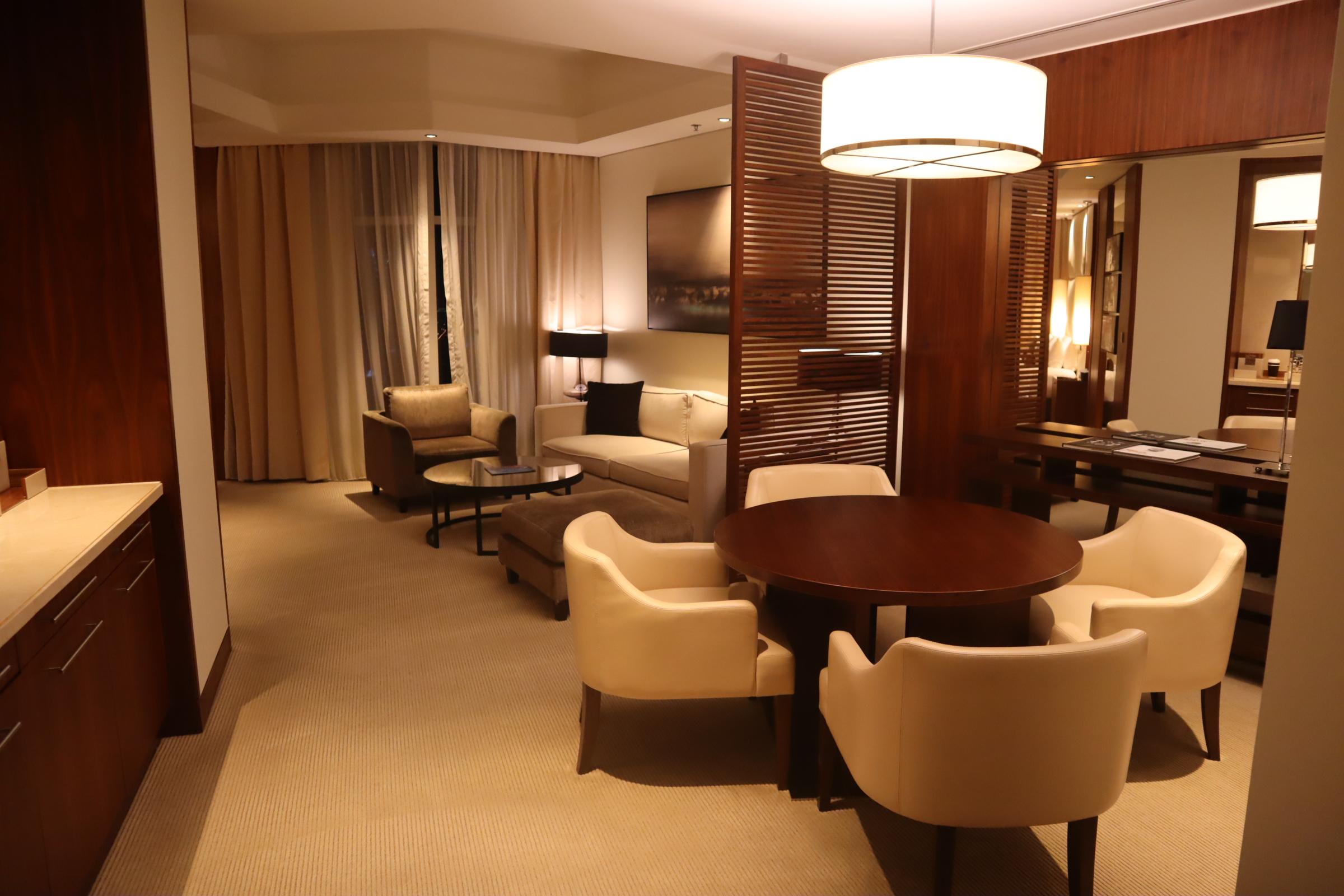 Deluxe Corner Suite, JW Marriott Marquis Dubai