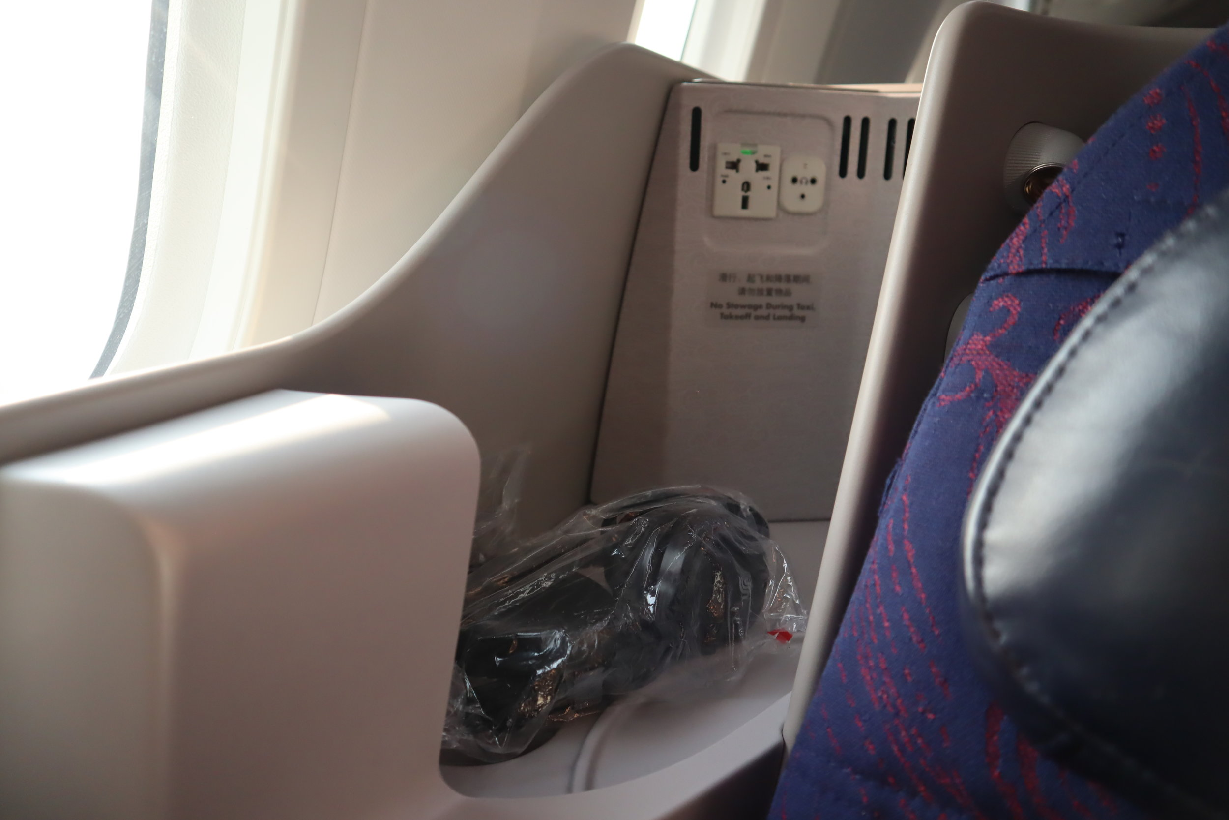 Air China business class – Storage space
