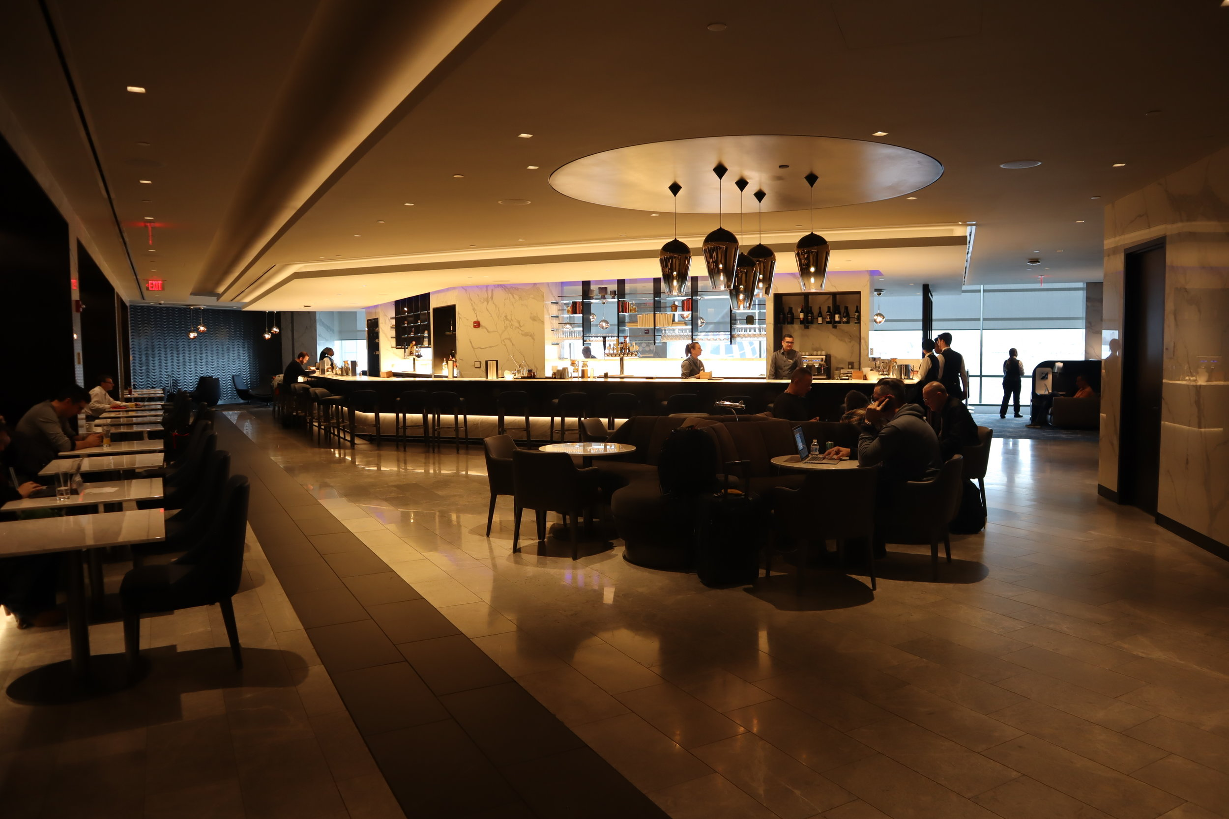 United Polaris Lounge Newark – Bar