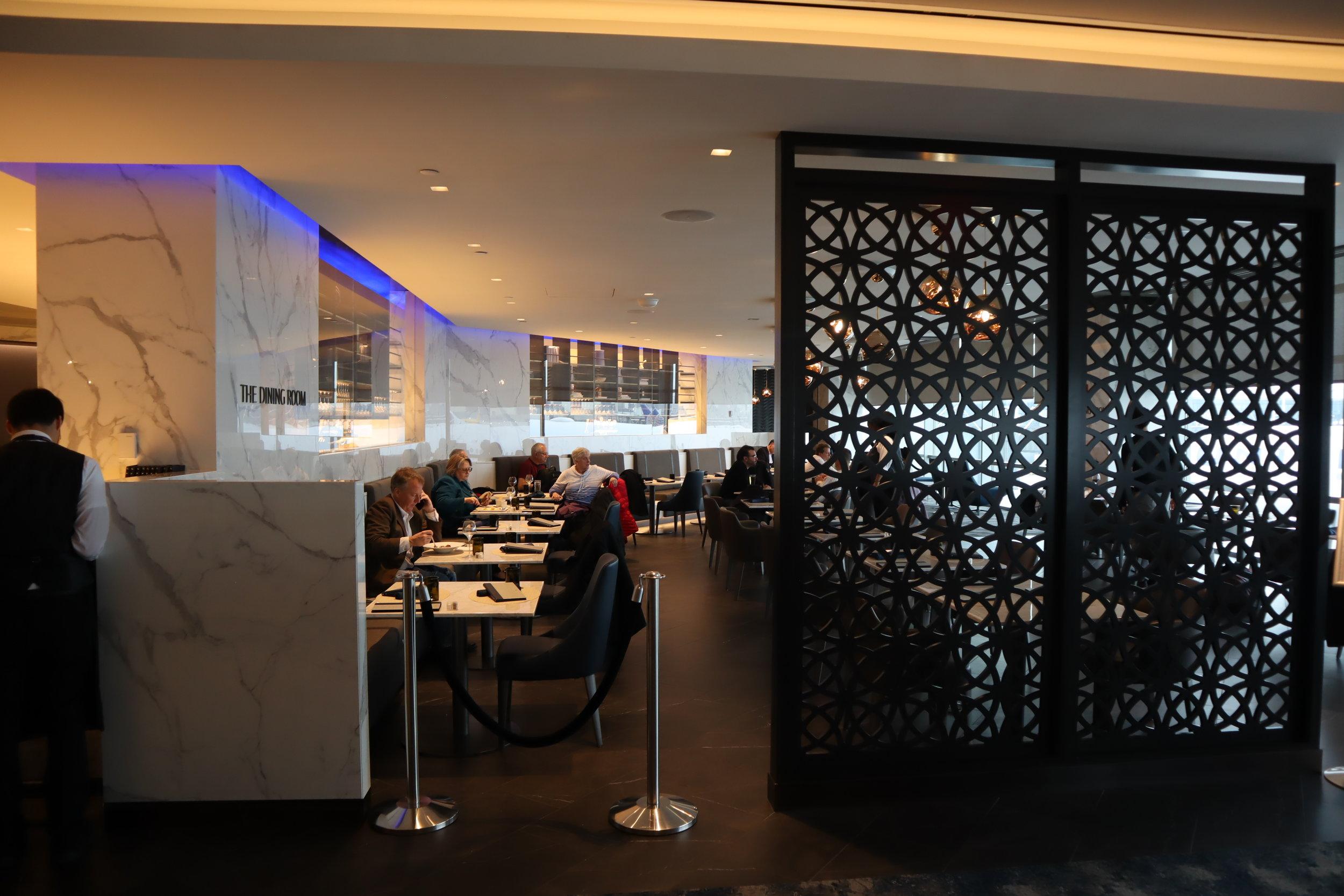 United Polaris Lounge Newark – The Dining Room