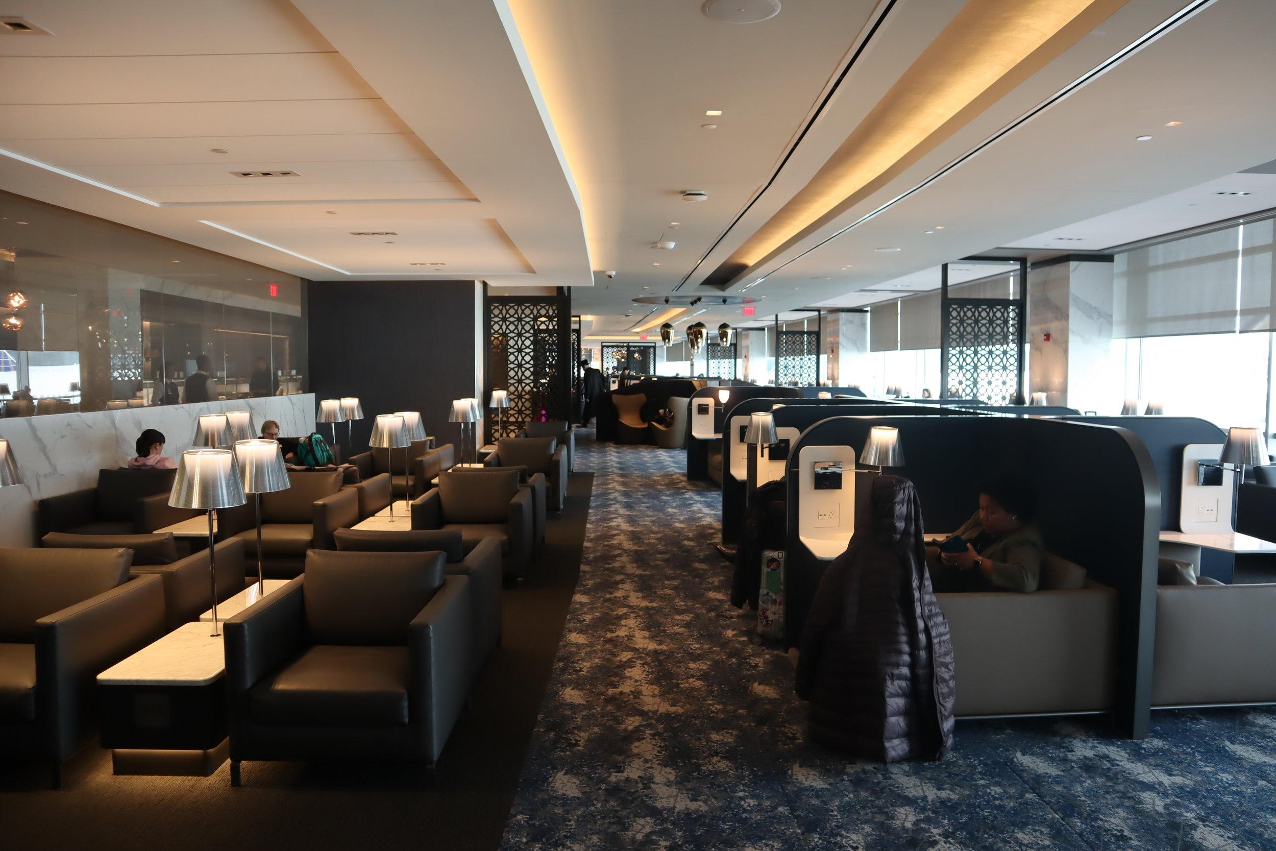 United Polaris Lounge Newark – Main seating area