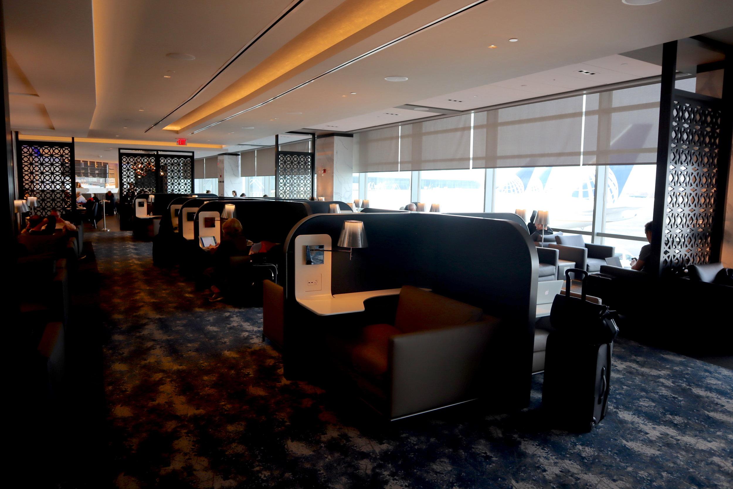 United Polaris Lounge Newark – Seating pods