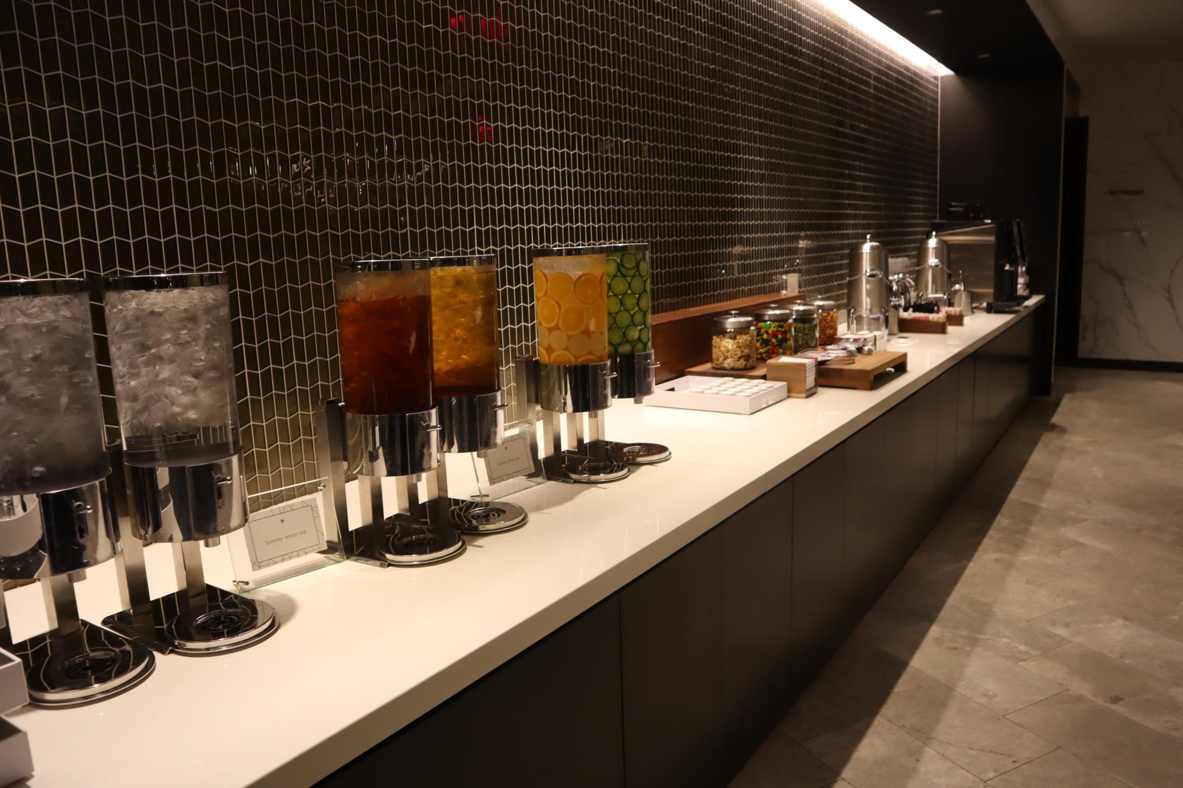 United Polaris Lounge Newark – Drinks counter