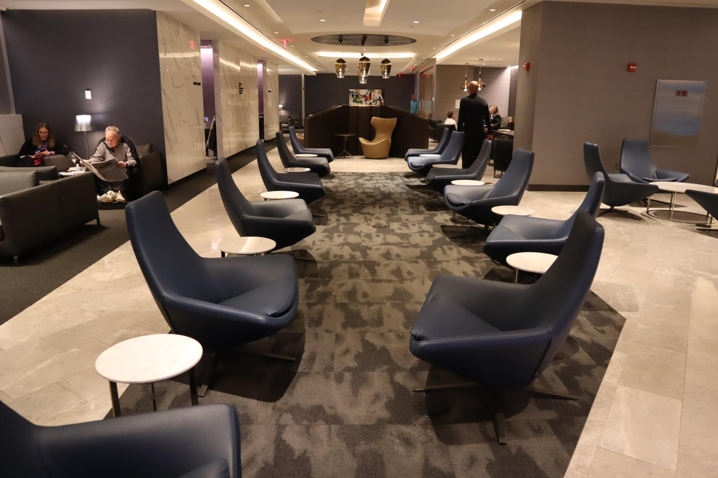 United Polaris Lounge Newark – Seating area