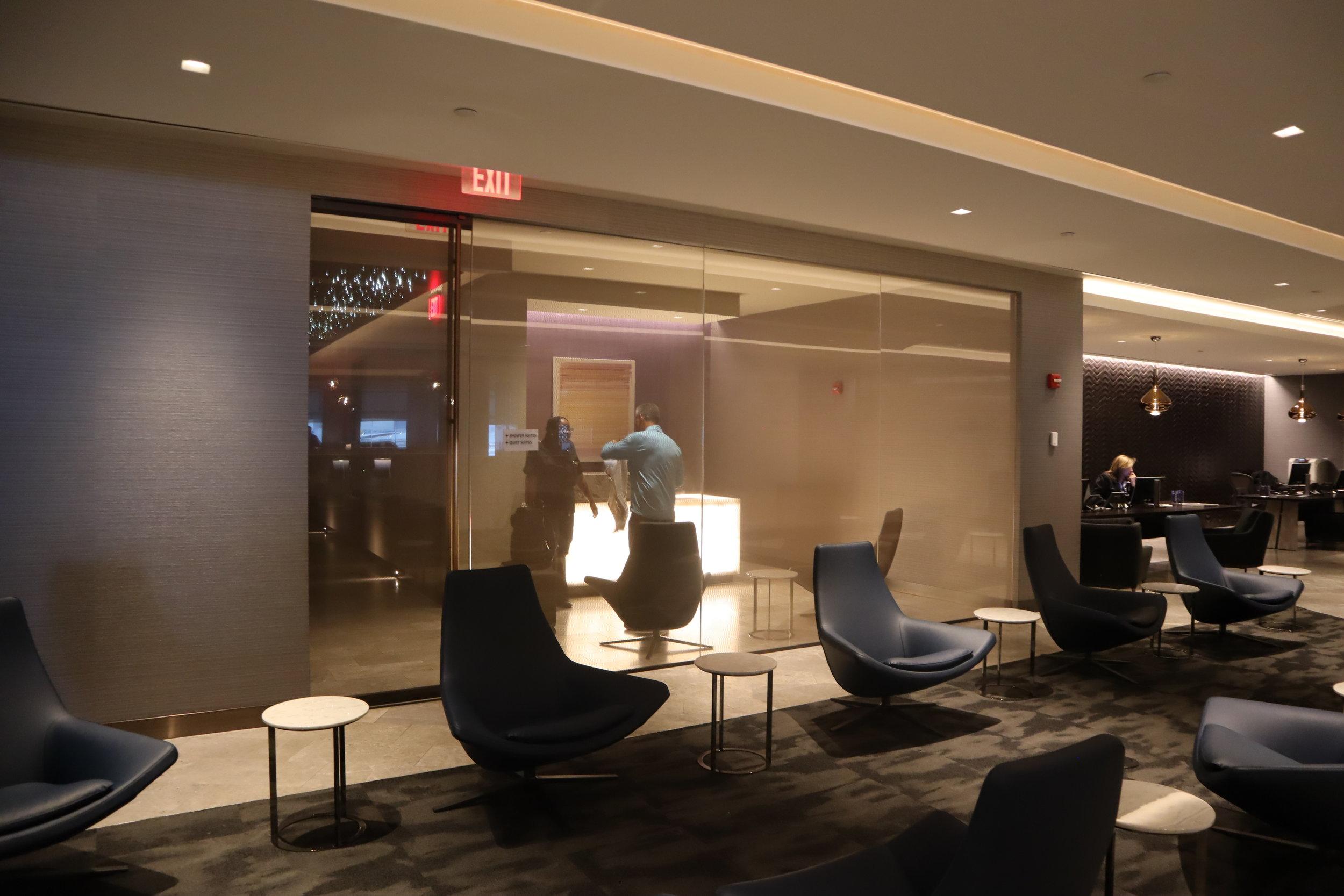 United Polaris Lounge Newark – Shower suites and quiet suites