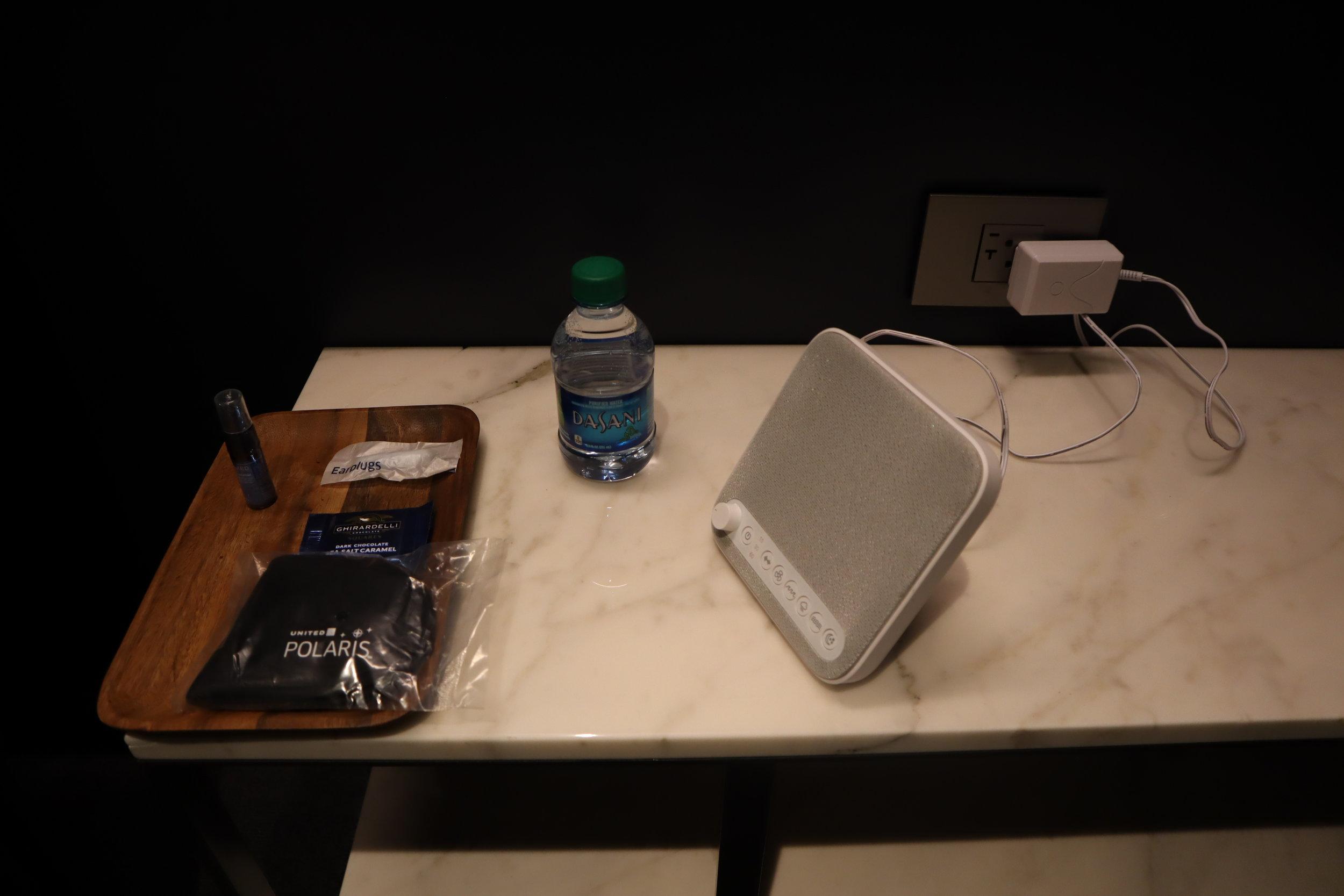 United Polaris Lounge Newark – Quiet suite amenities