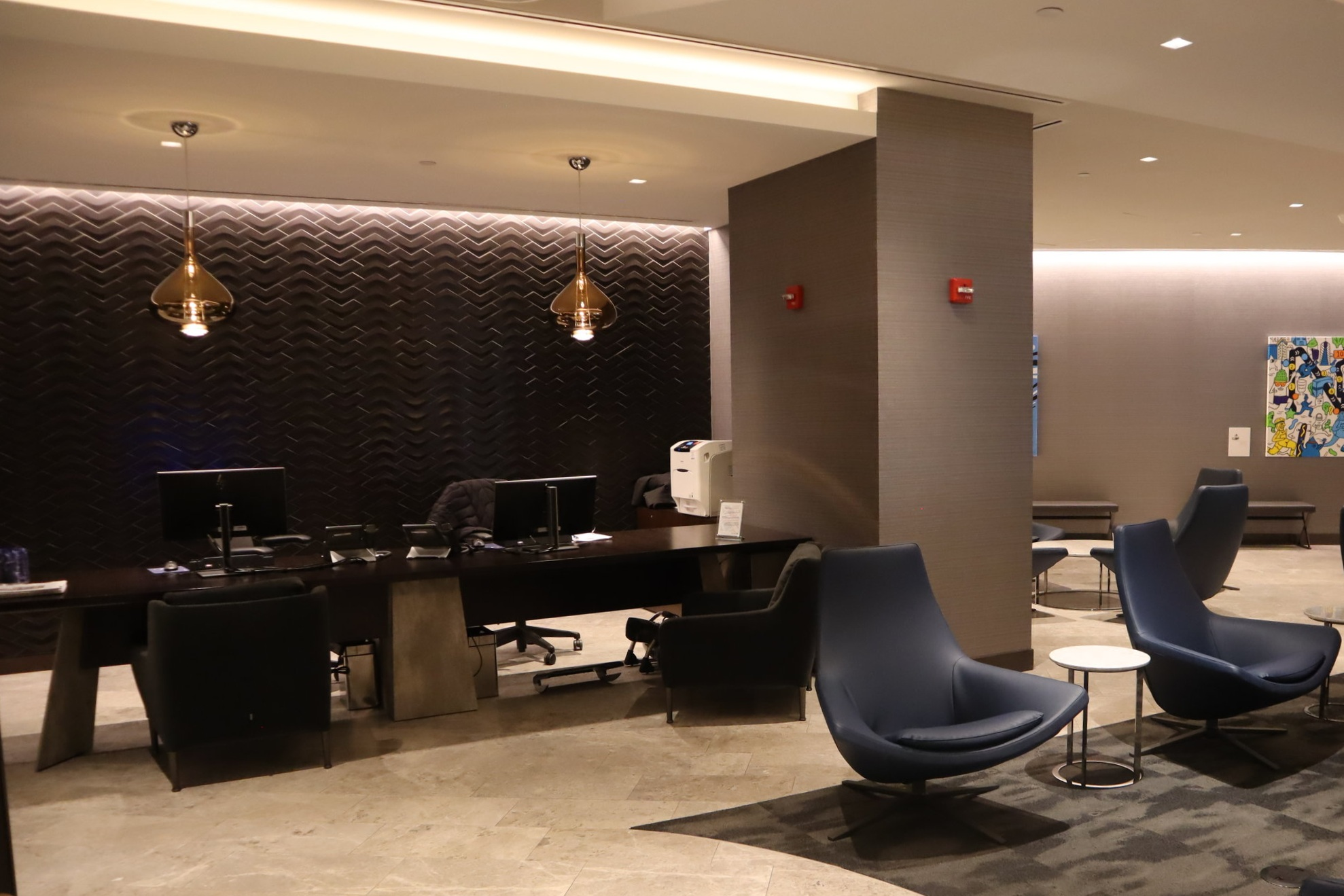 United Polaris Lounge Newark – Concierge desk