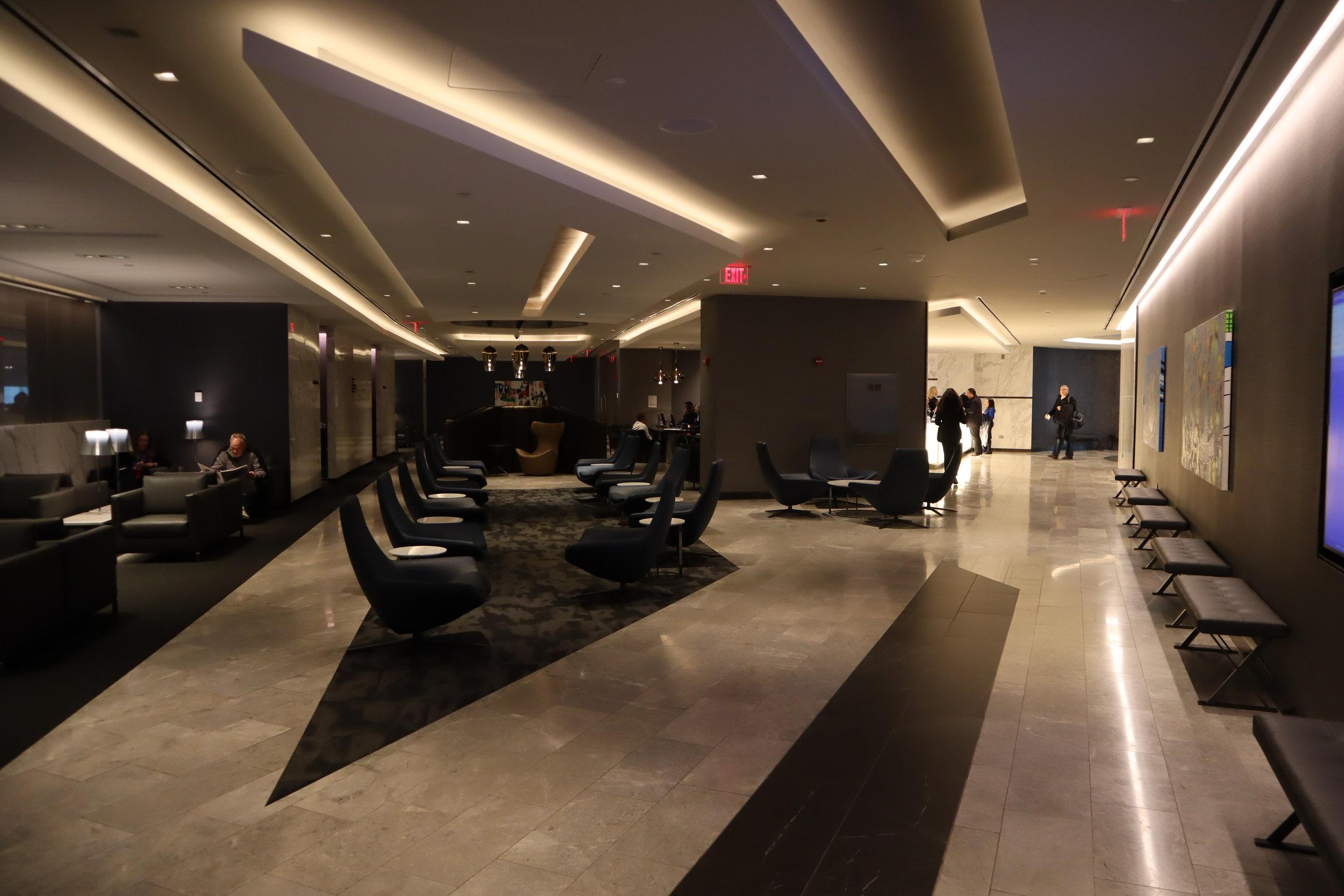 United Polaris Lounge Newark – Entryway