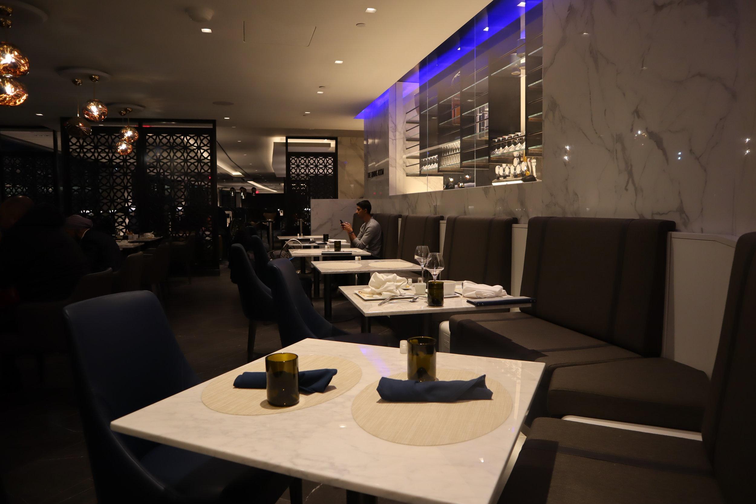 United Polaris Lounge Newark – Sit-down dinner