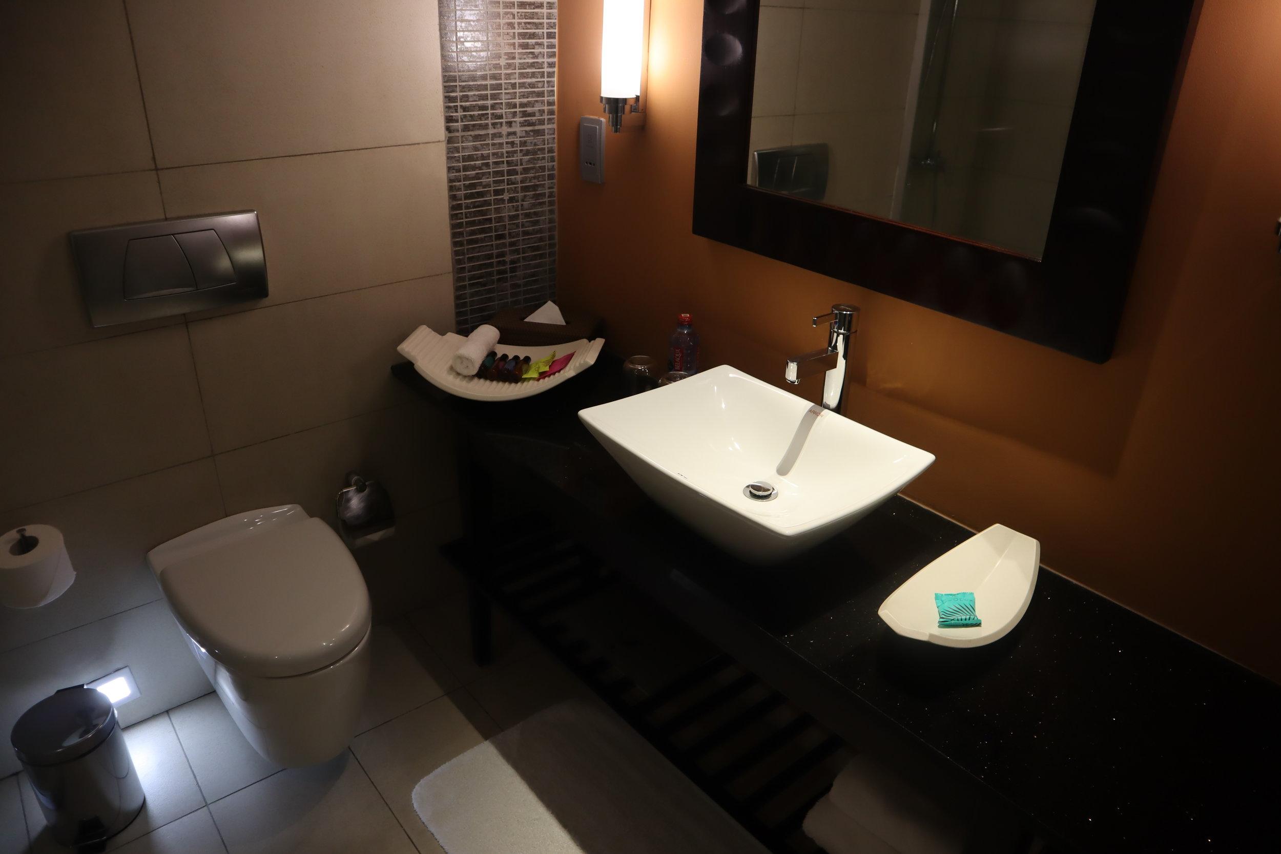 Marriott Accra – Sink and mirror