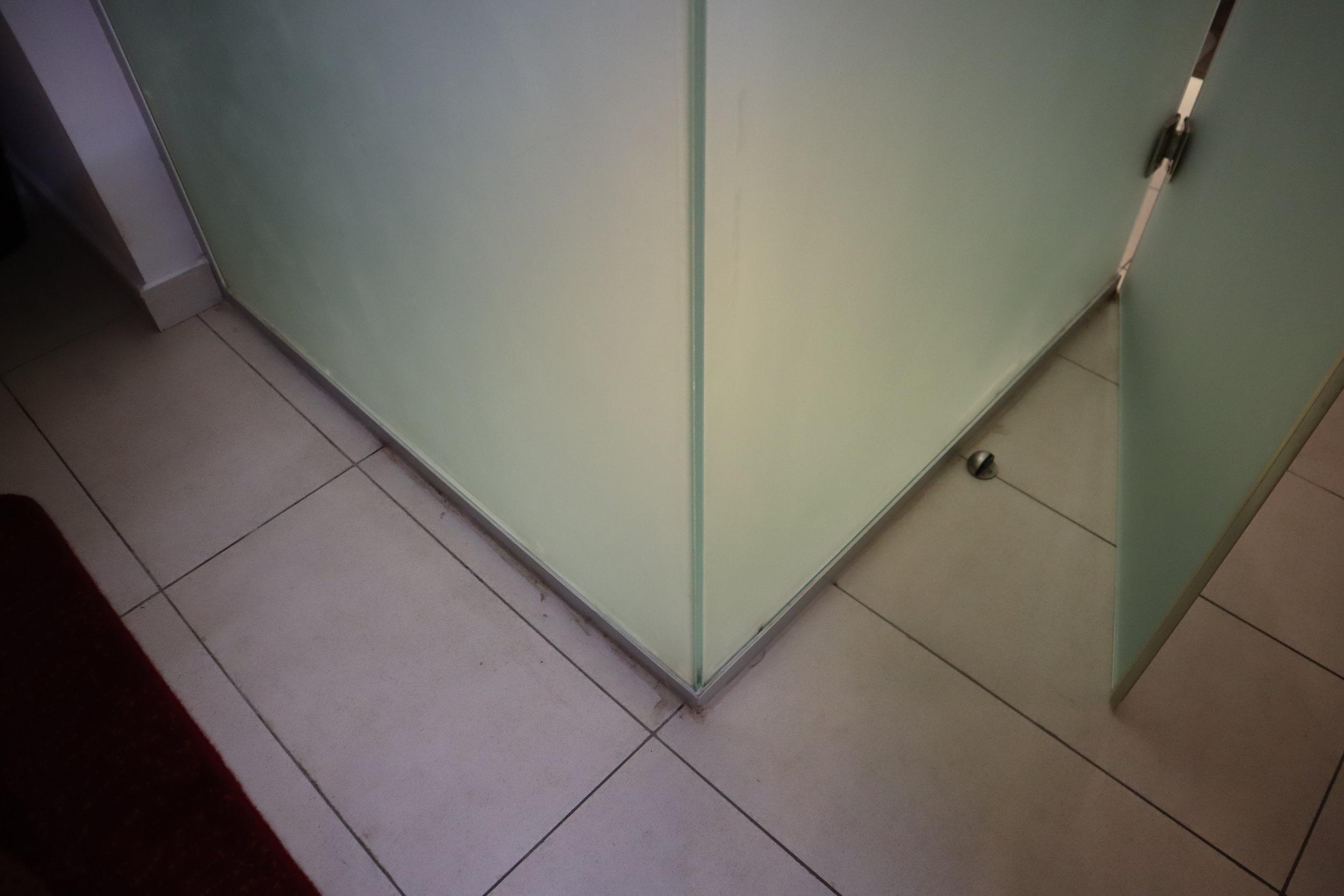 Marriott Accra – Scruffs on floor